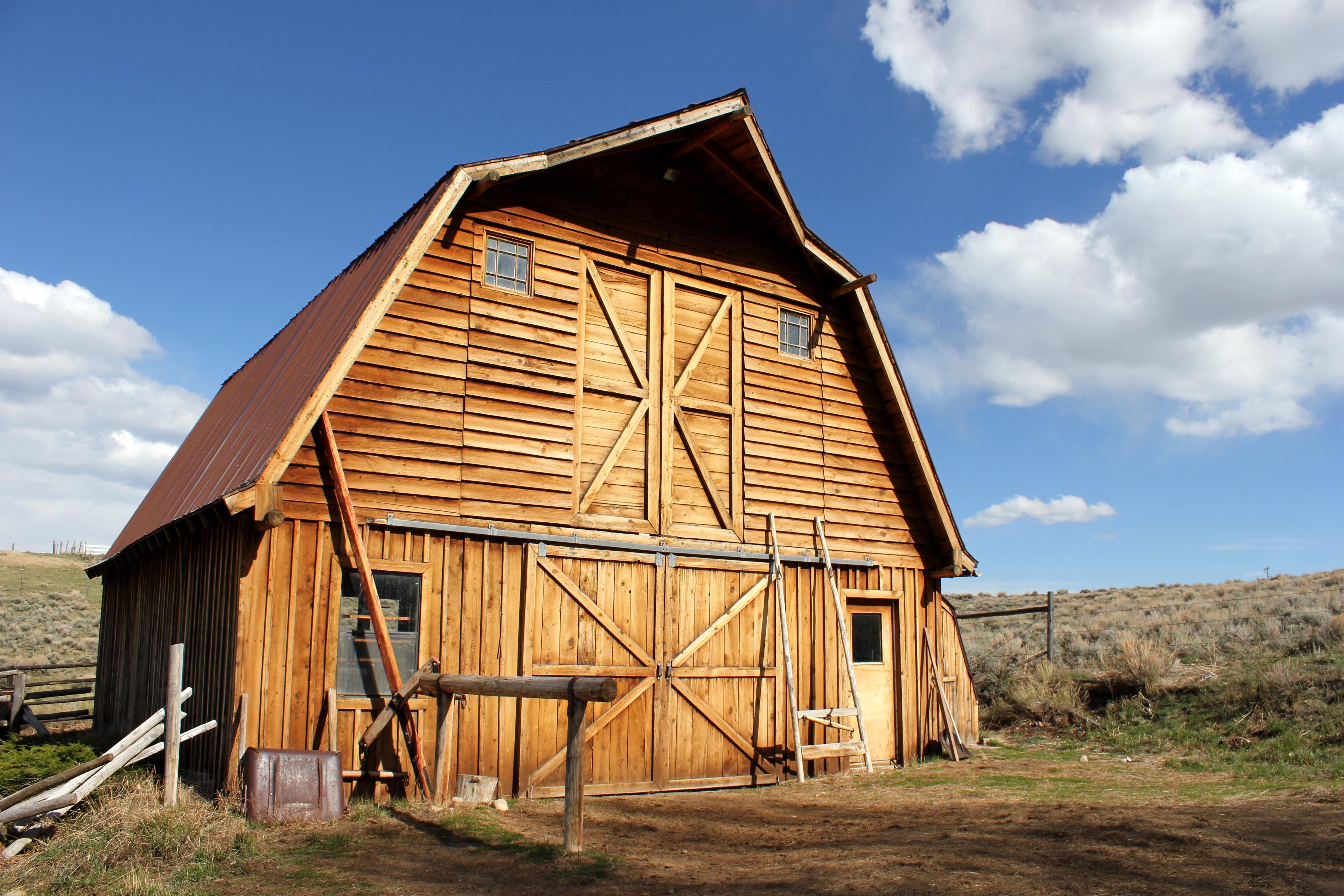 Fotos gratis : granja, edificio, granero, país, cobertizo, choza ...