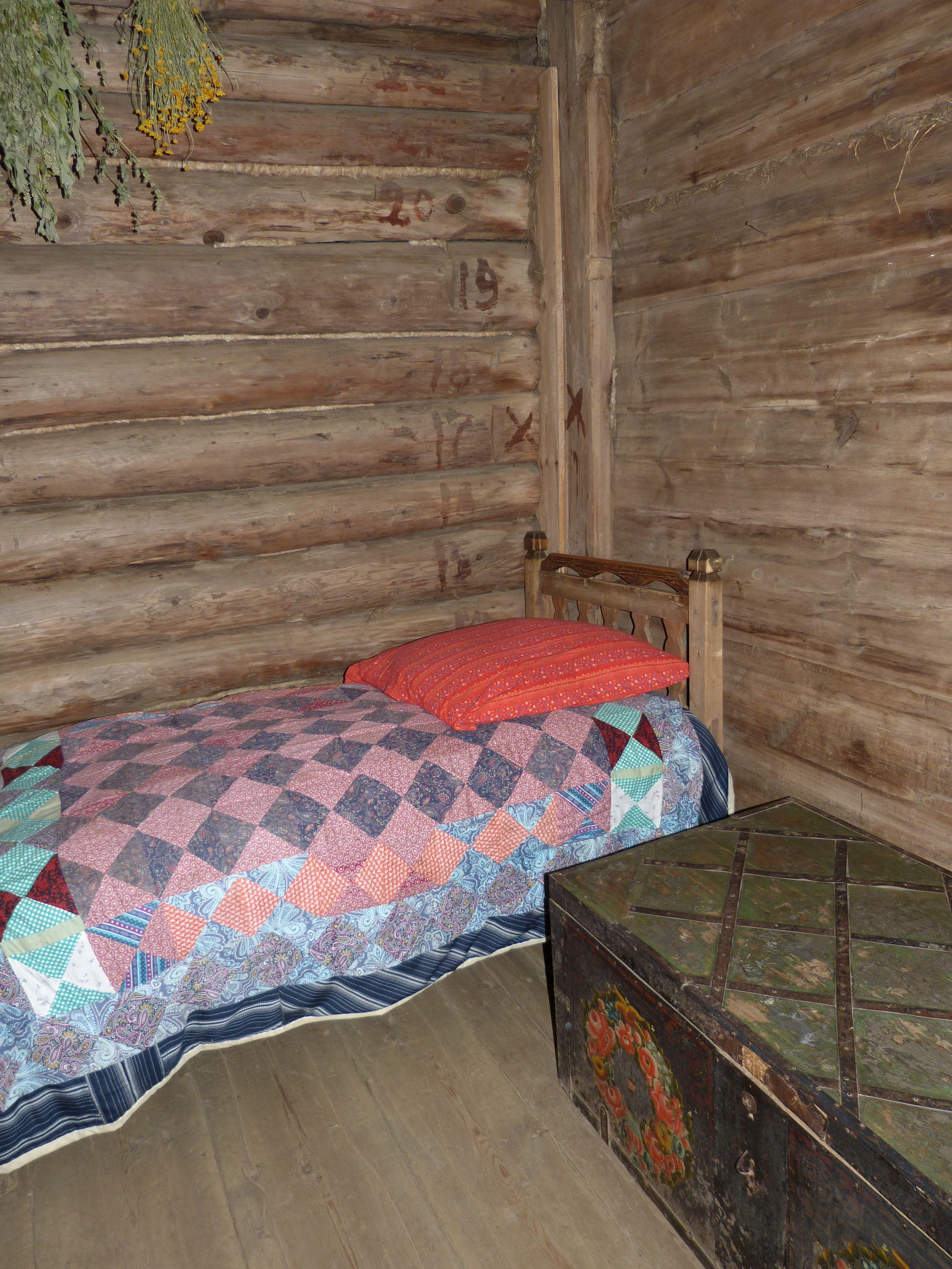 lit en rondin de bois tikamoon tte de lit originale with lit en rondin de bois chevet with lit. Black Bedroom Furniture Sets. Home Design Ideas