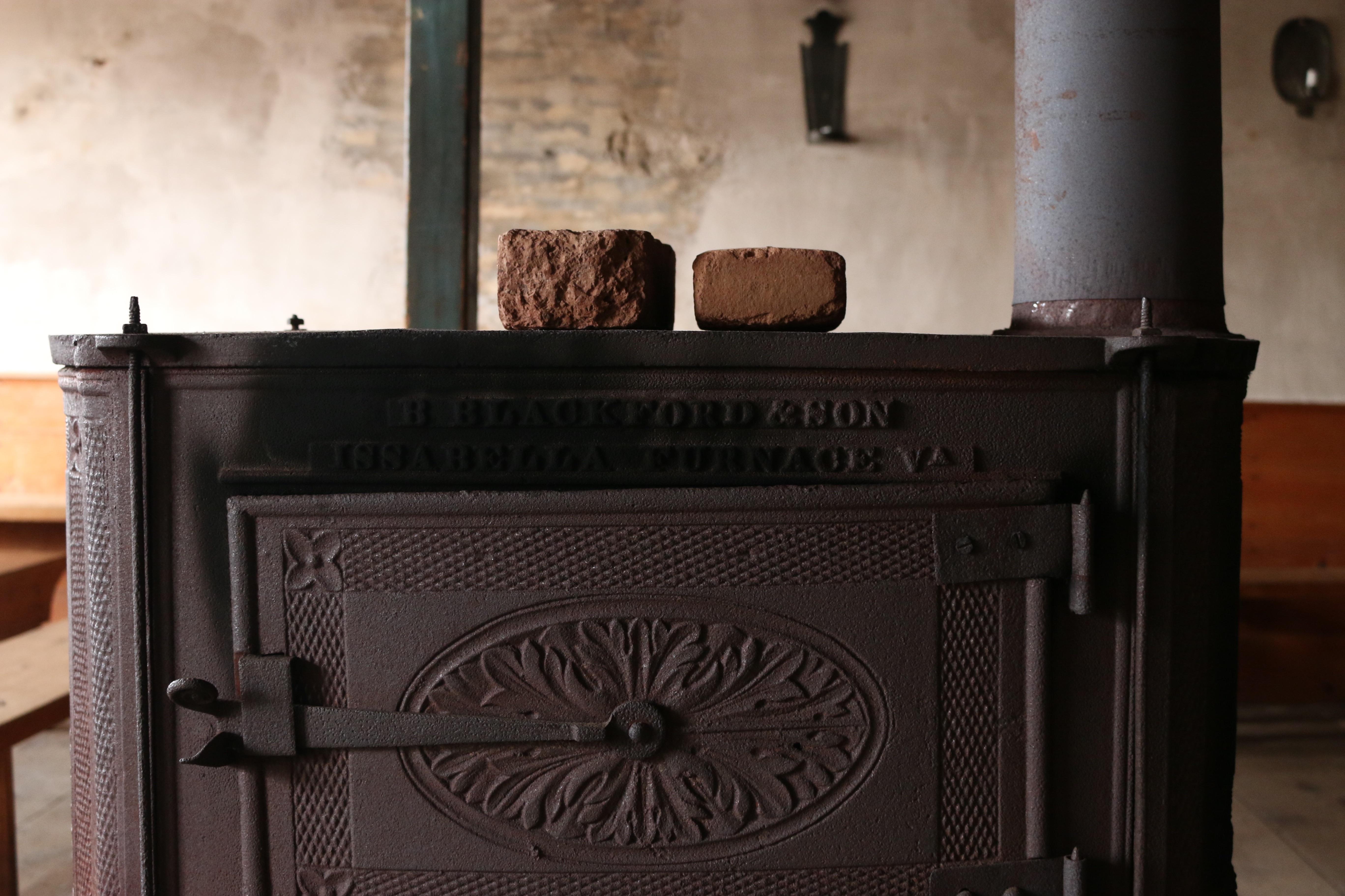 Fotos gratis : madera, chimenea, negro, mueble, habitación ...