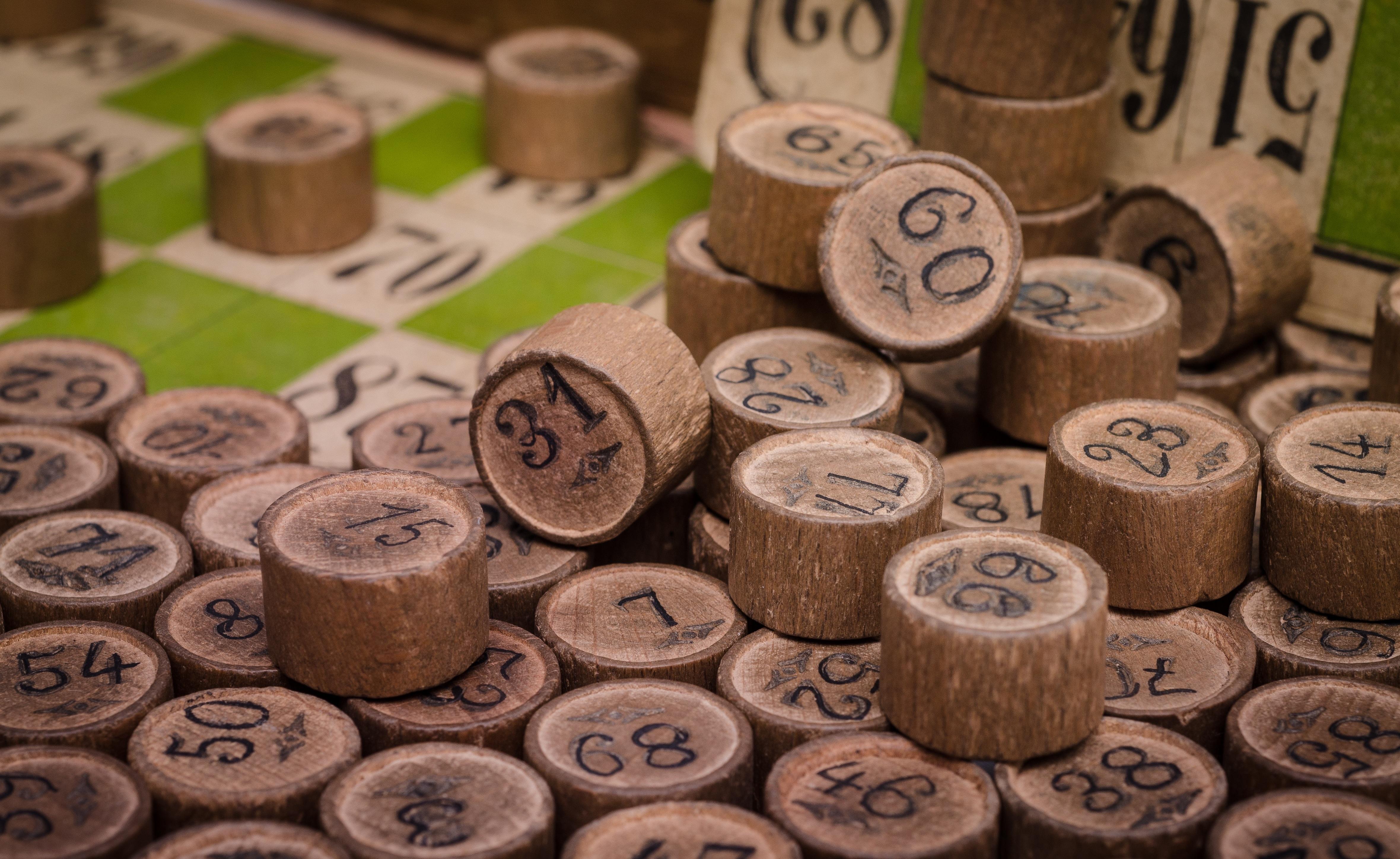 картинки : дерево, номер, Деньги, досуг, Спекулировать, Крупным планом, Изобразительное искусство, весело, валюта, казино, Азартные игры, Удача, Риск, ...
