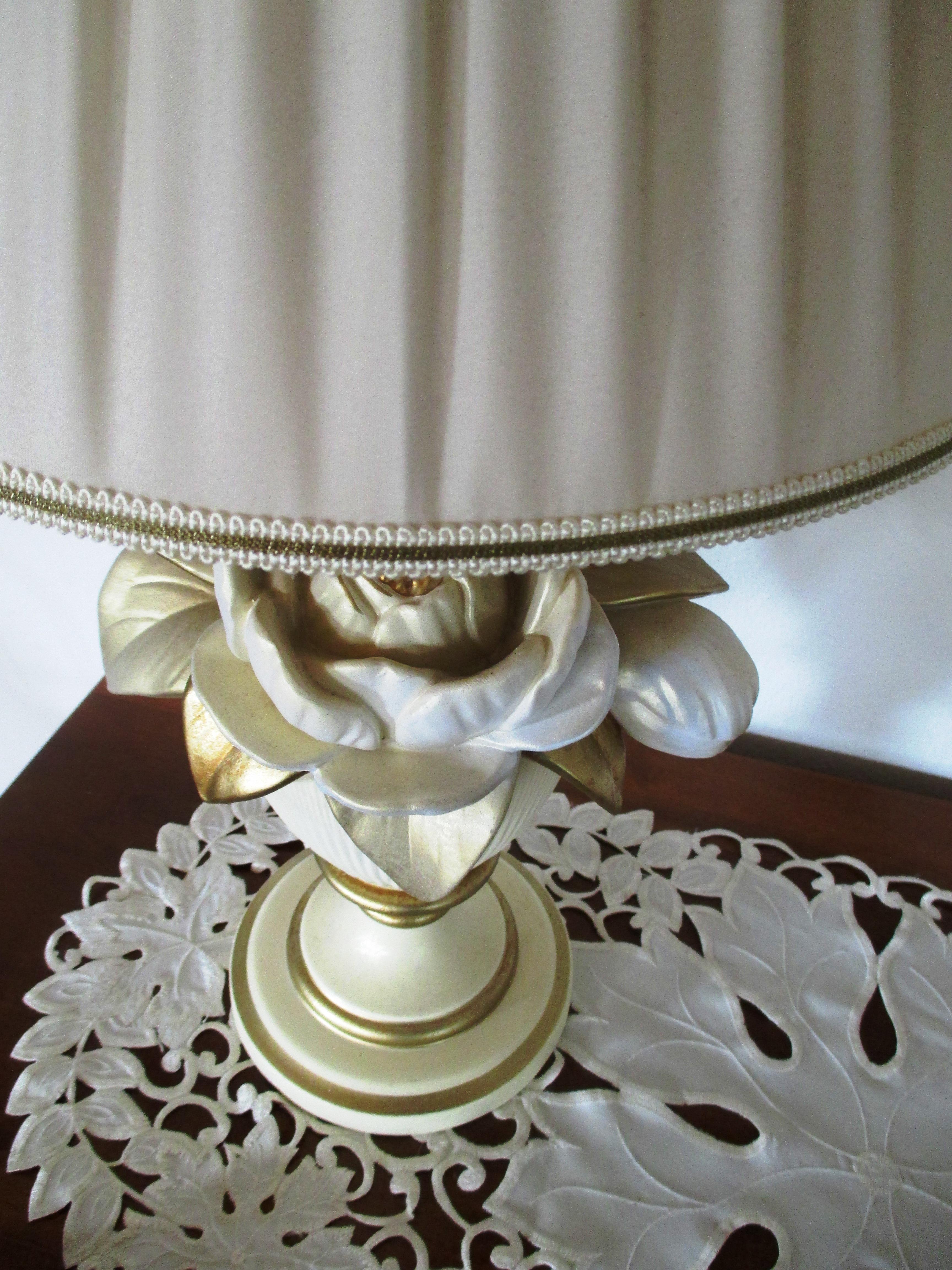 d7f42cf6 ... belysning, materiale, bordduk, stoff, dekorative, stikkontakt,  bordlampe, porselen, broderi, kommode, bryllupskake, servise, rose motiv  3456x4608