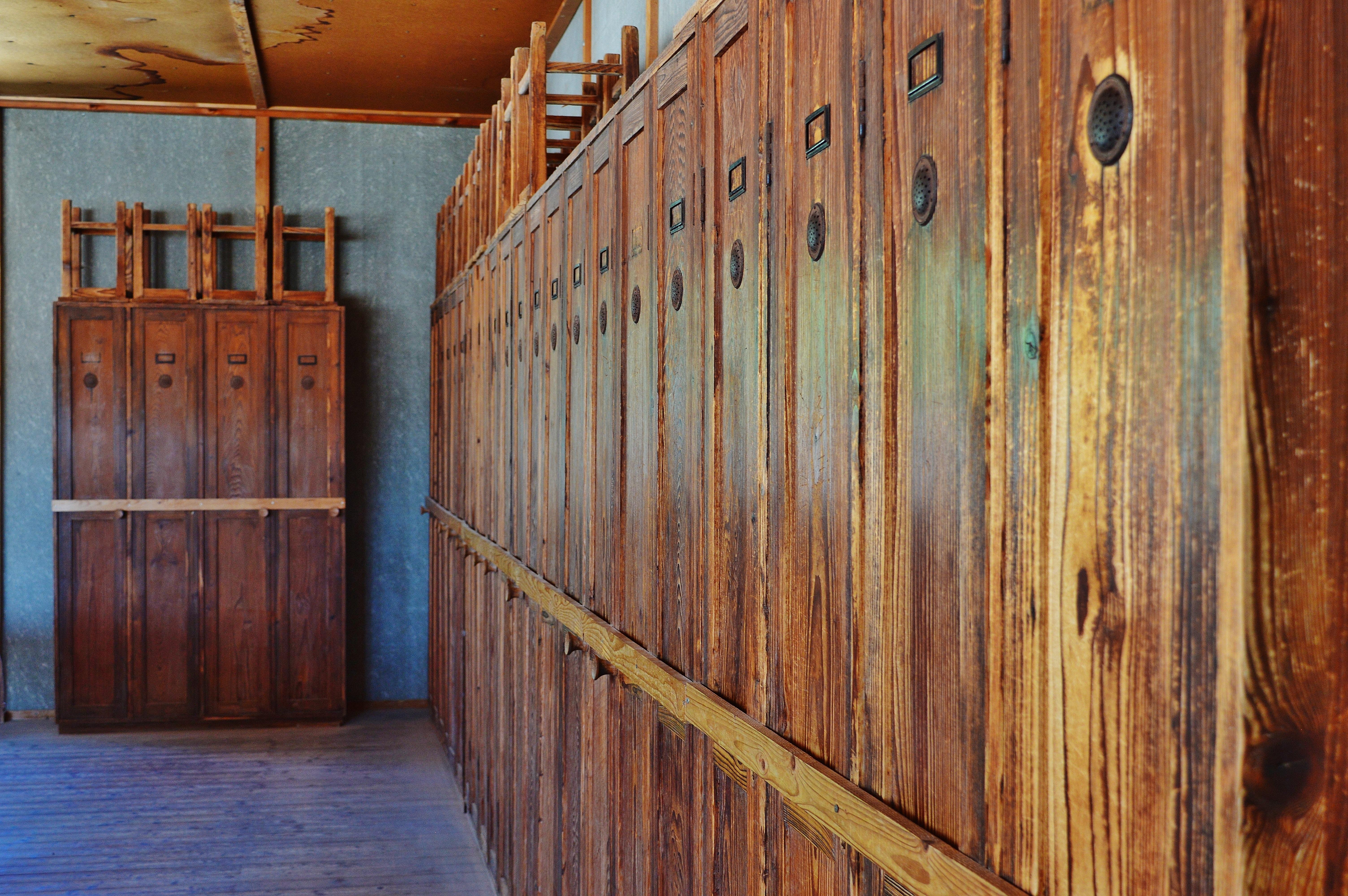 Images Gratuites : maison, sol, Grange, mur, meubles, chambre, décès ...