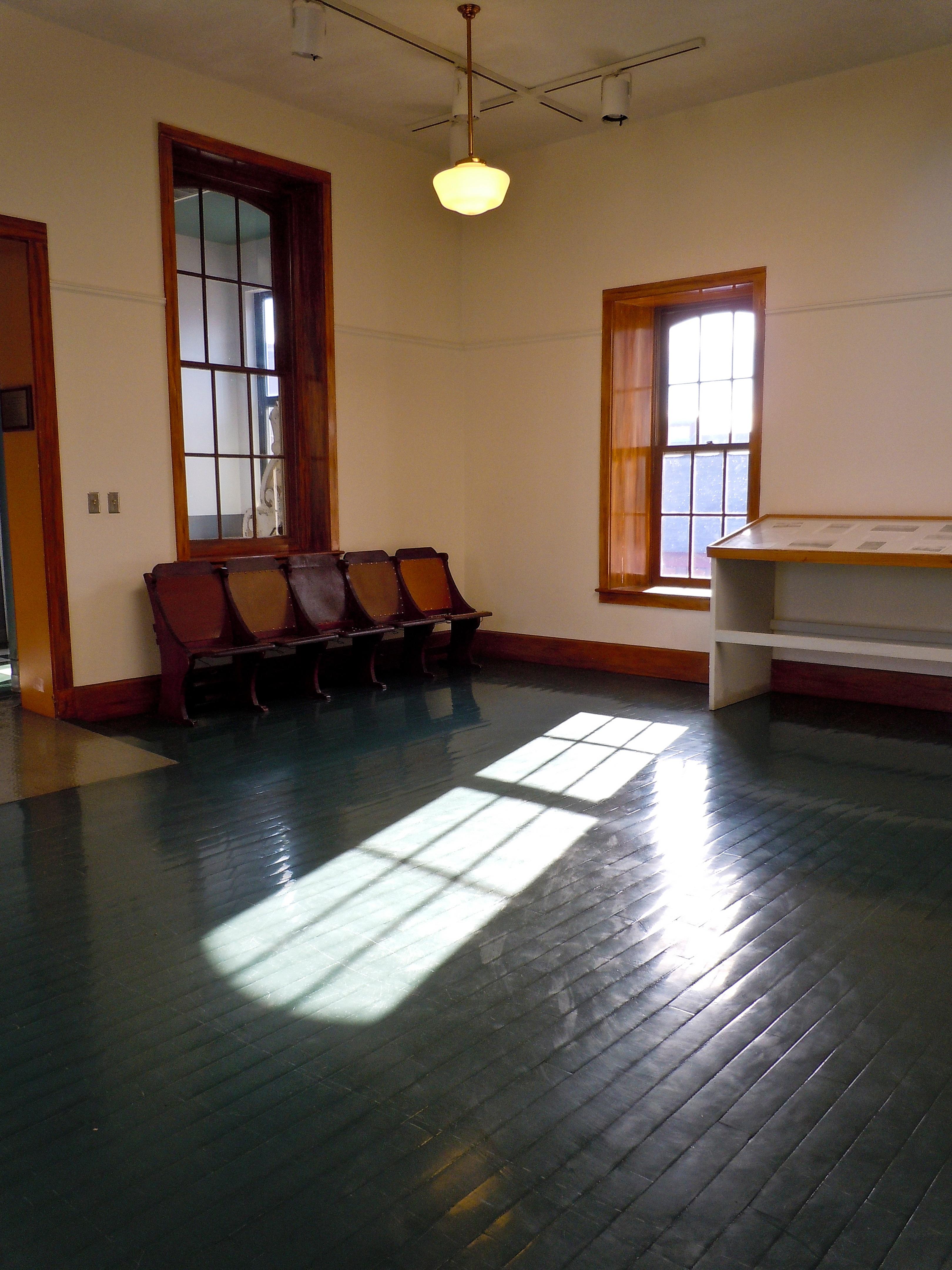 https://get.pxhere.com/photo/wood-house-floor-building-home-property-living-room-room-apartment-interior-design-hardwood-estate-real-estate-flooring-wood-flooring-4524.jpg