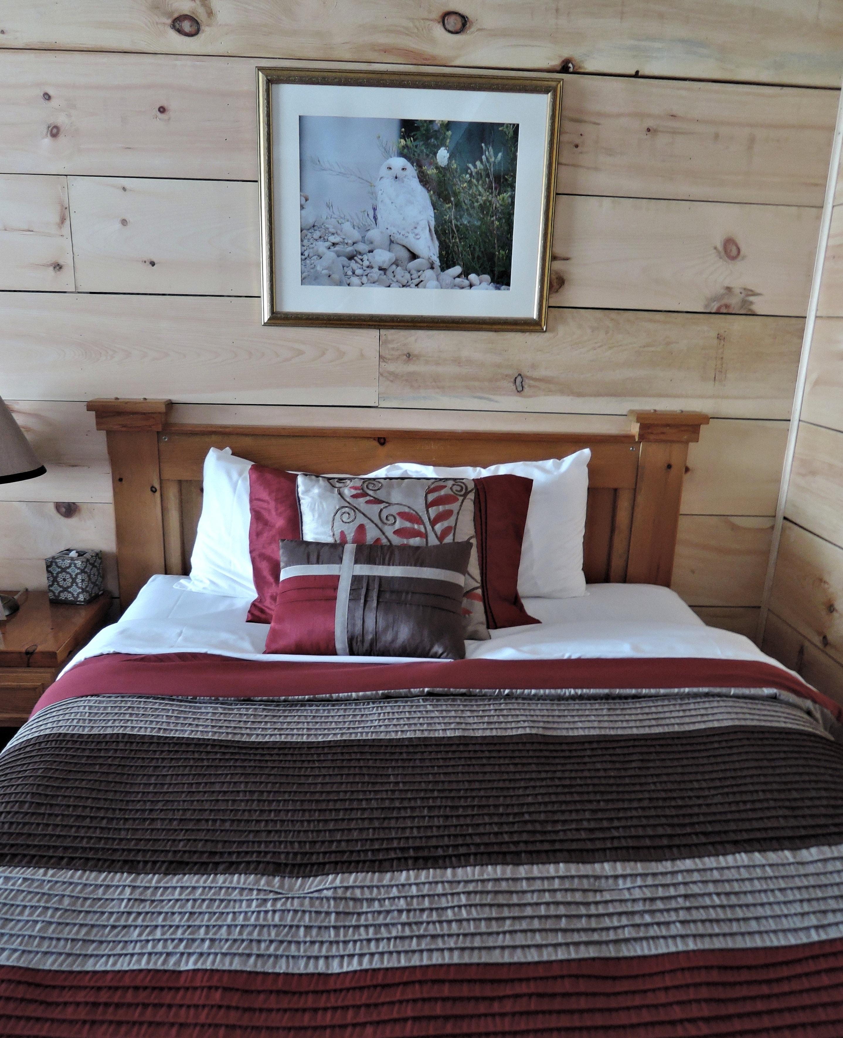 Holz Haus Stock Zuhause Hütte Eigentum Wohnzimmer Möbel Zimmer Bunt  Schlafzimmer Innenarchitektur Bett Bodenbelag Bettdecke Holzmöbel
