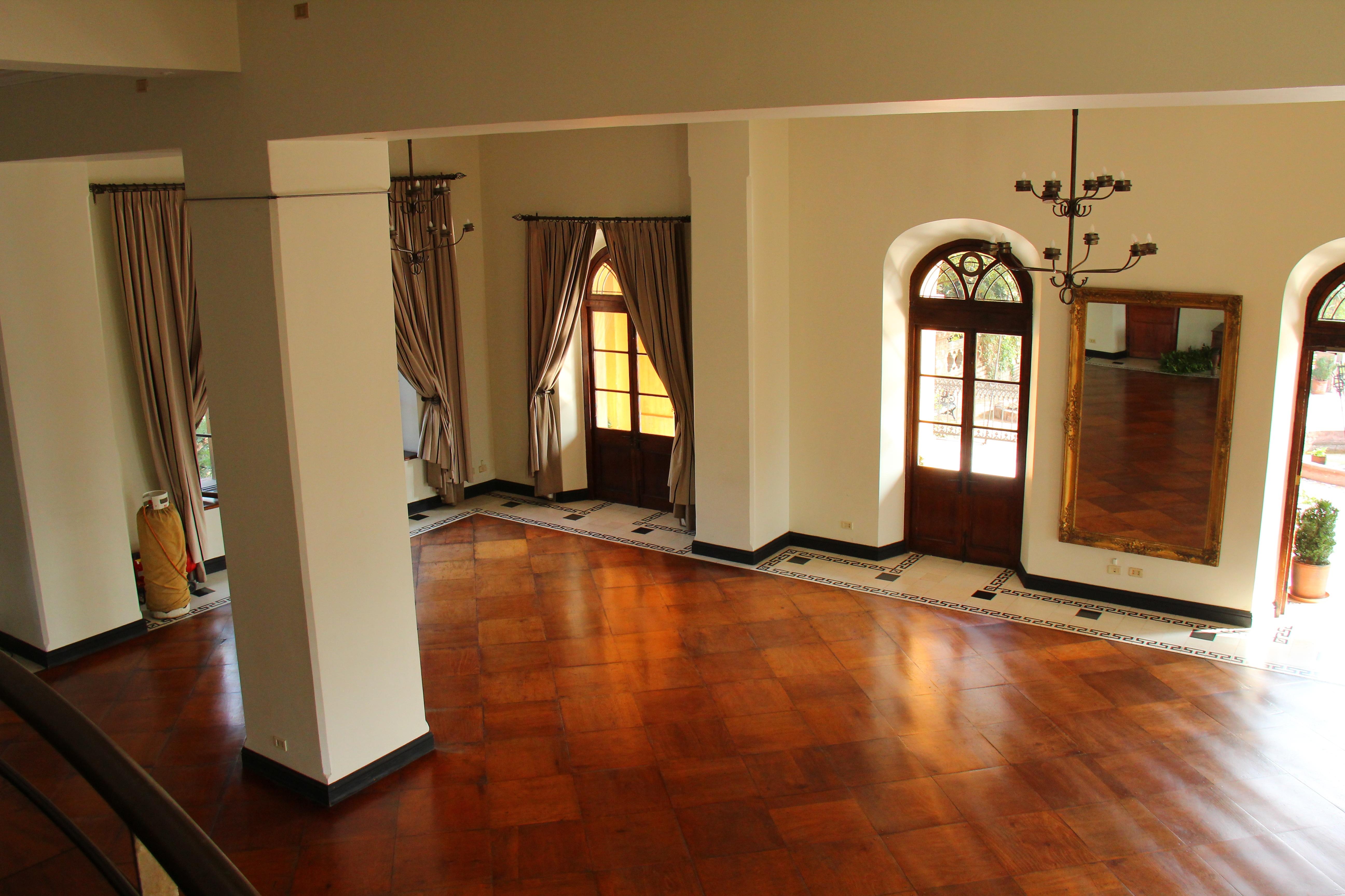 Banco de imagens casa propriedade sala de estar for Casa elegante en mal estado