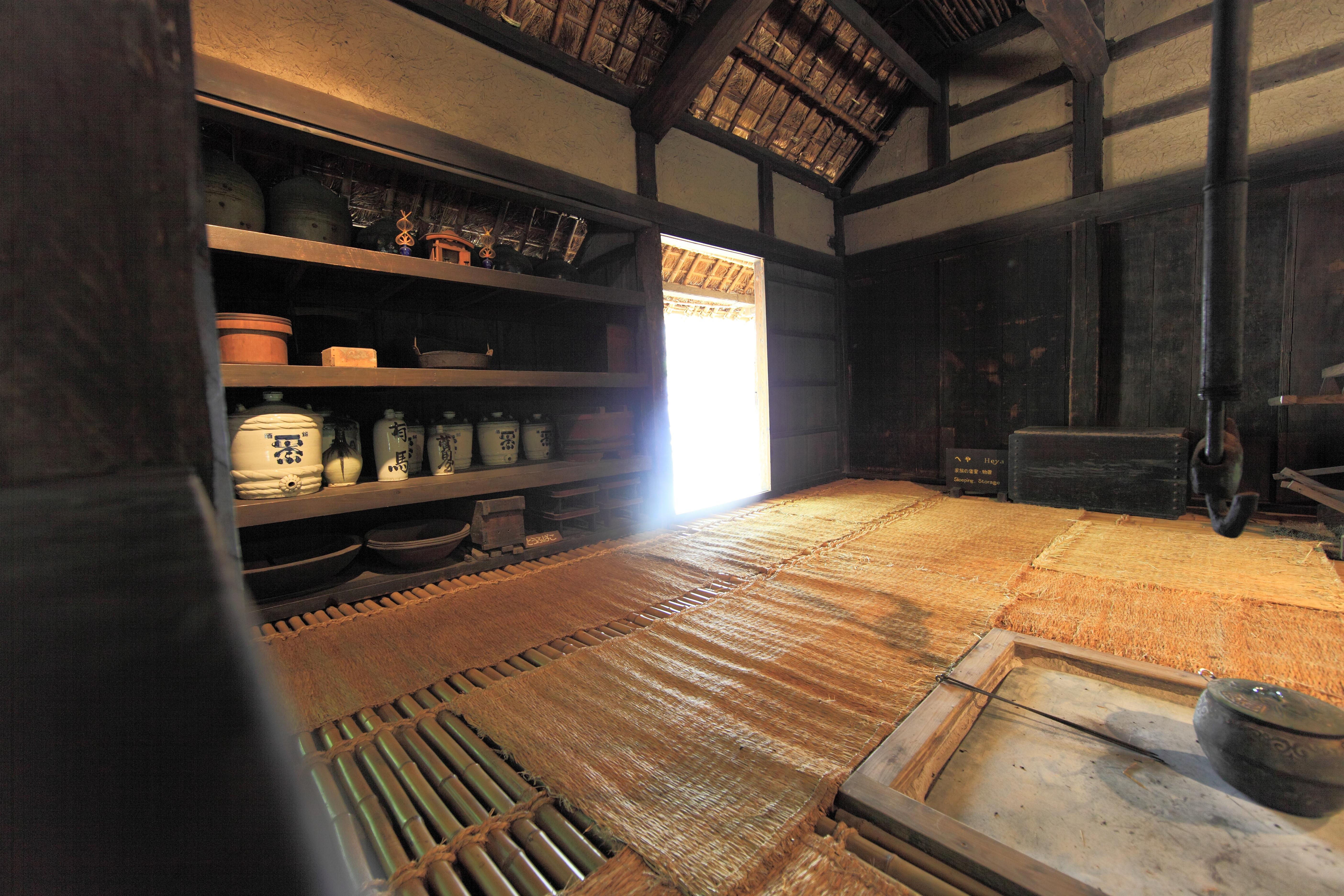 Gambar Kayu Rumah Lantai Pedalaman Tinggi Kuno Tempat