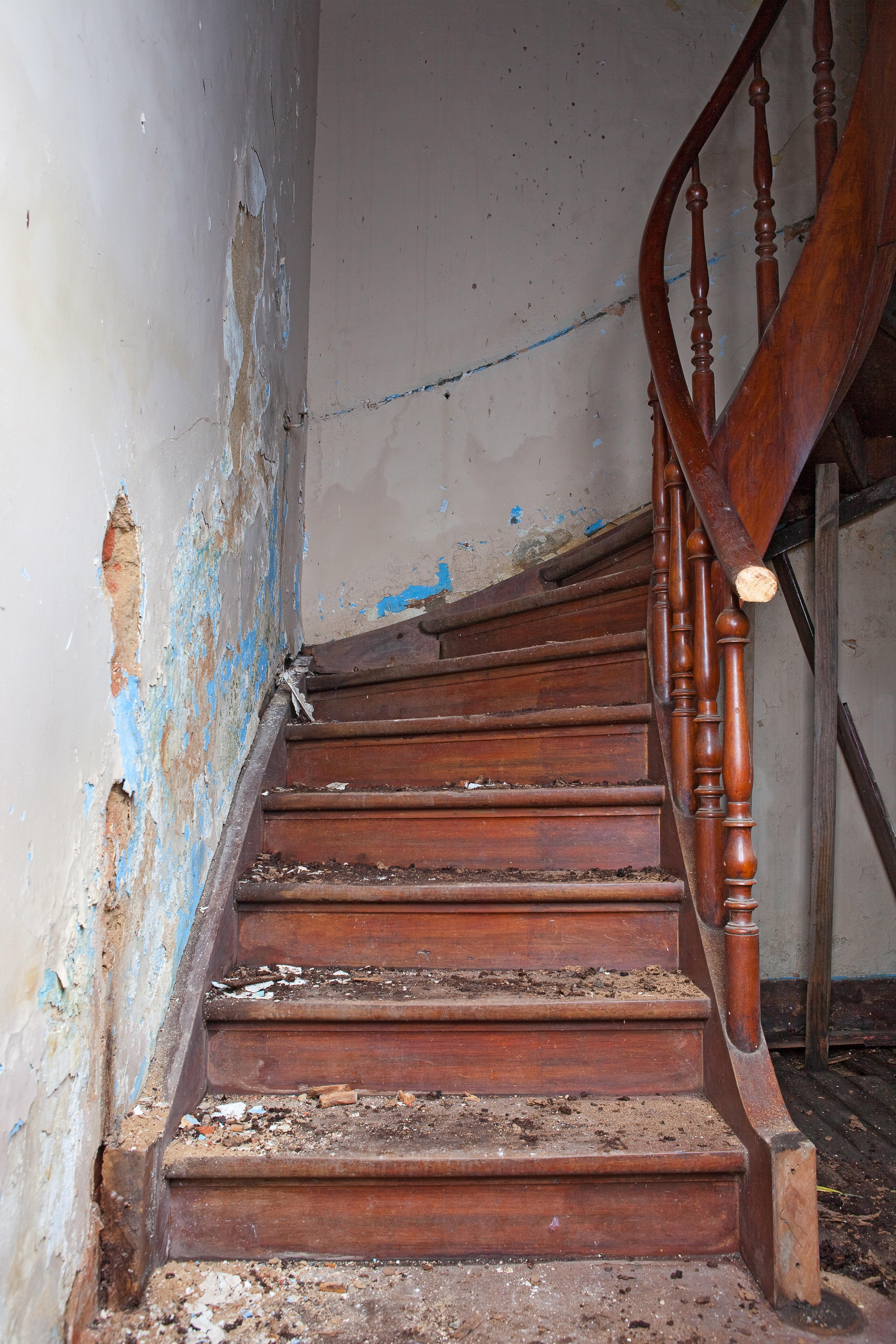 Escalier Dans Maison Ancienne images gratuites : bois, sol, mur, pas, faisceau, se ruiner