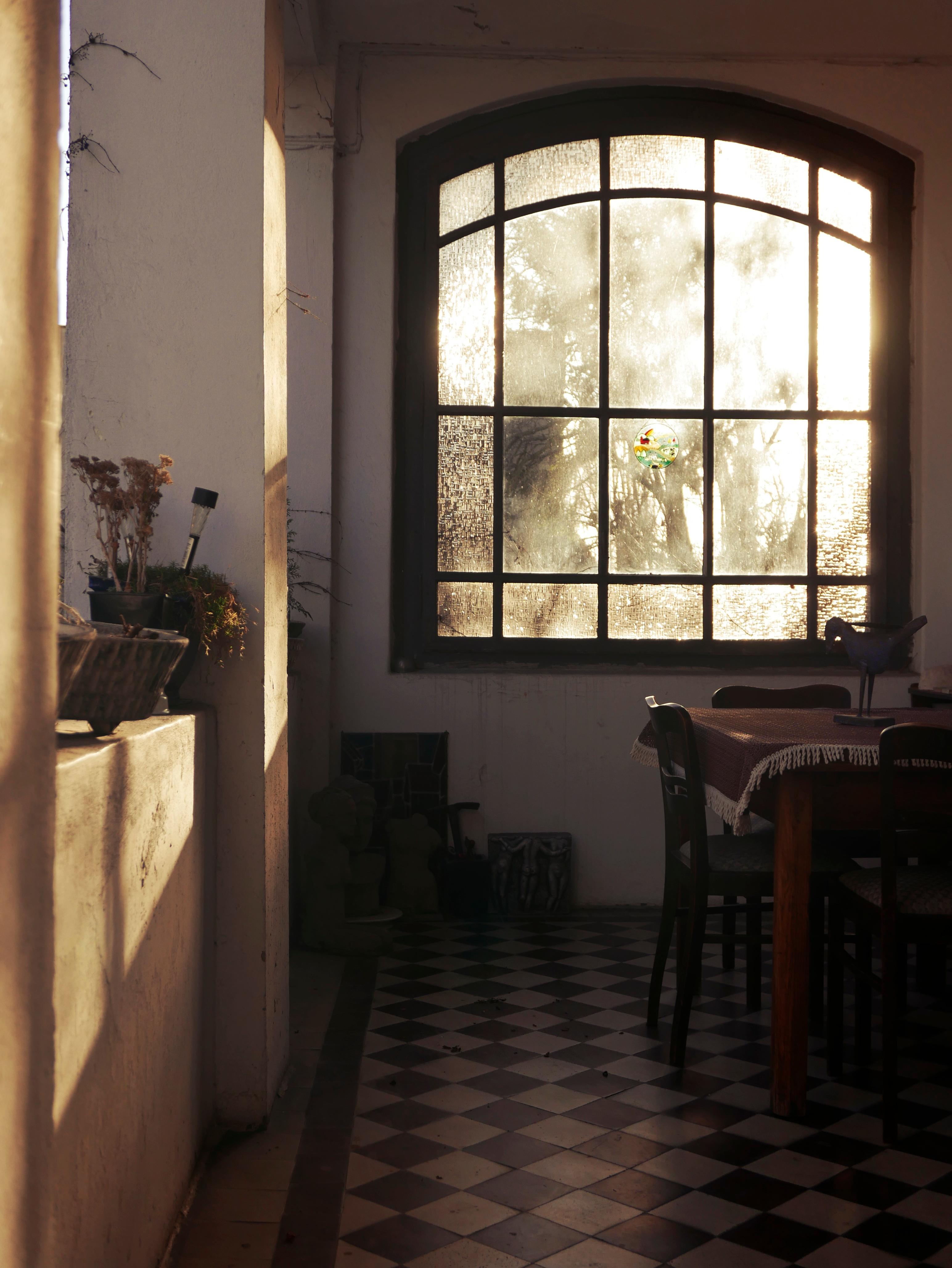 Fotos gratis madera casa piso sala caba a propiedad - Habitacion iluminacion ...