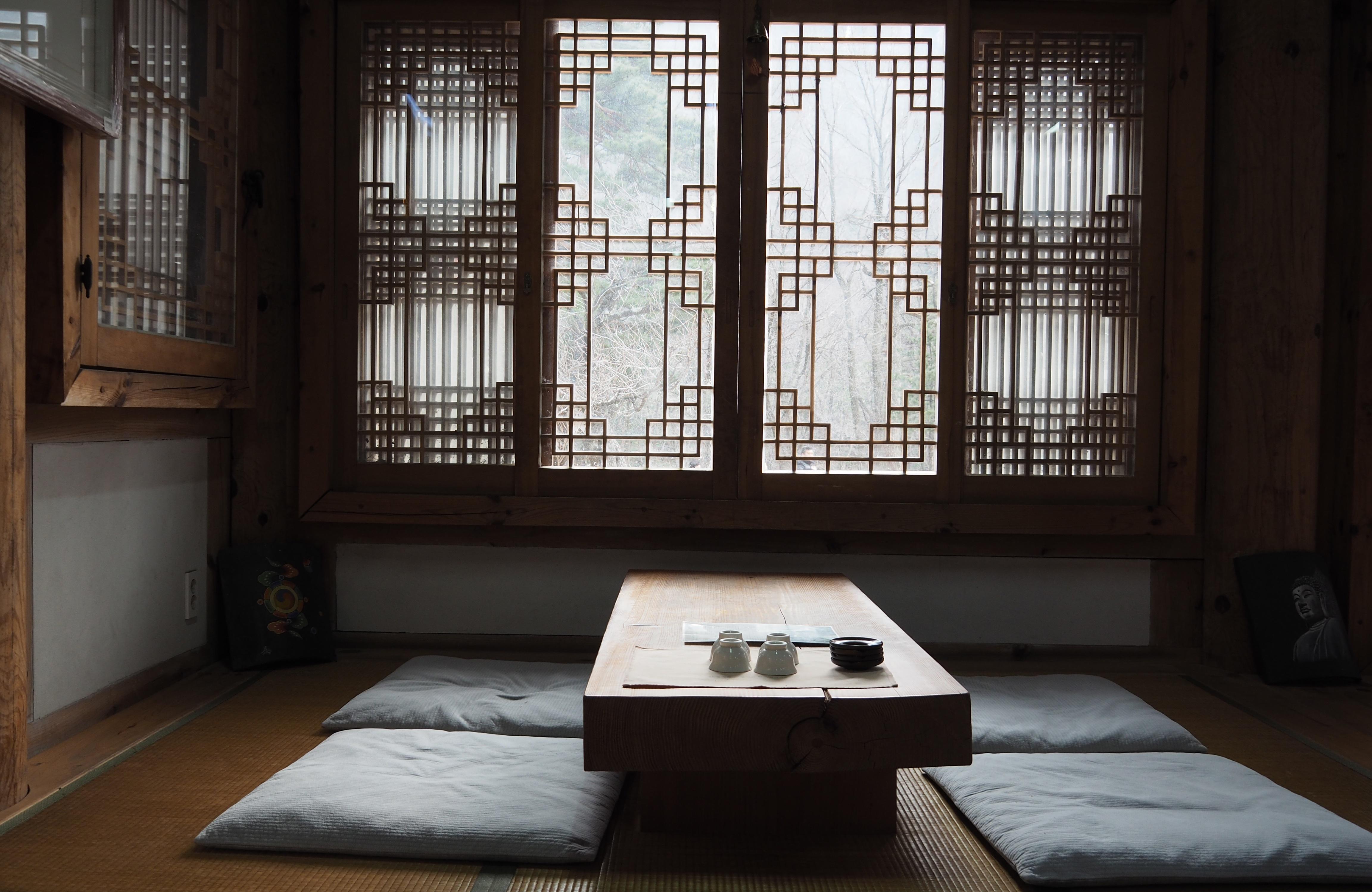 Holz Haus Innere Fenster Gebäude Zuhause Hütte Eigentum Wohnzimmer Möbel  Zimmer Innenarchitektur Entwurf Immobilien Orientalisch Traditionell