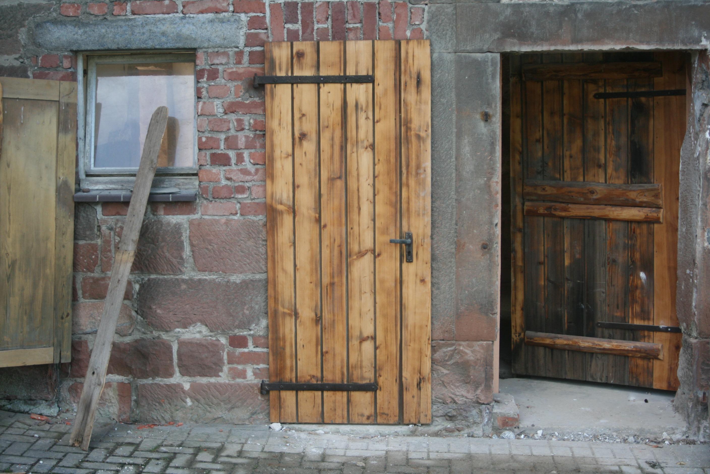 Fotos gratis madera casa ventana edificio pared for Puertas casa madera