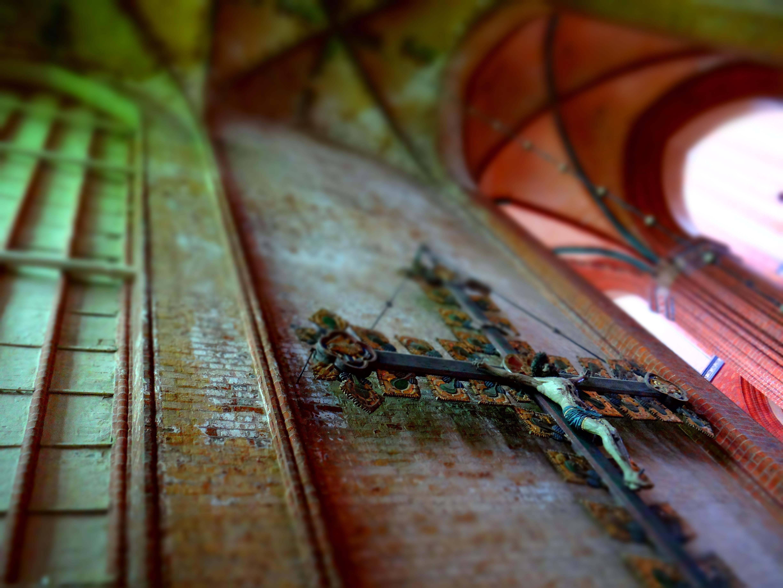 Fotos gratis : madera, hoja, pared, verde, rojo, color, Iglesia ...