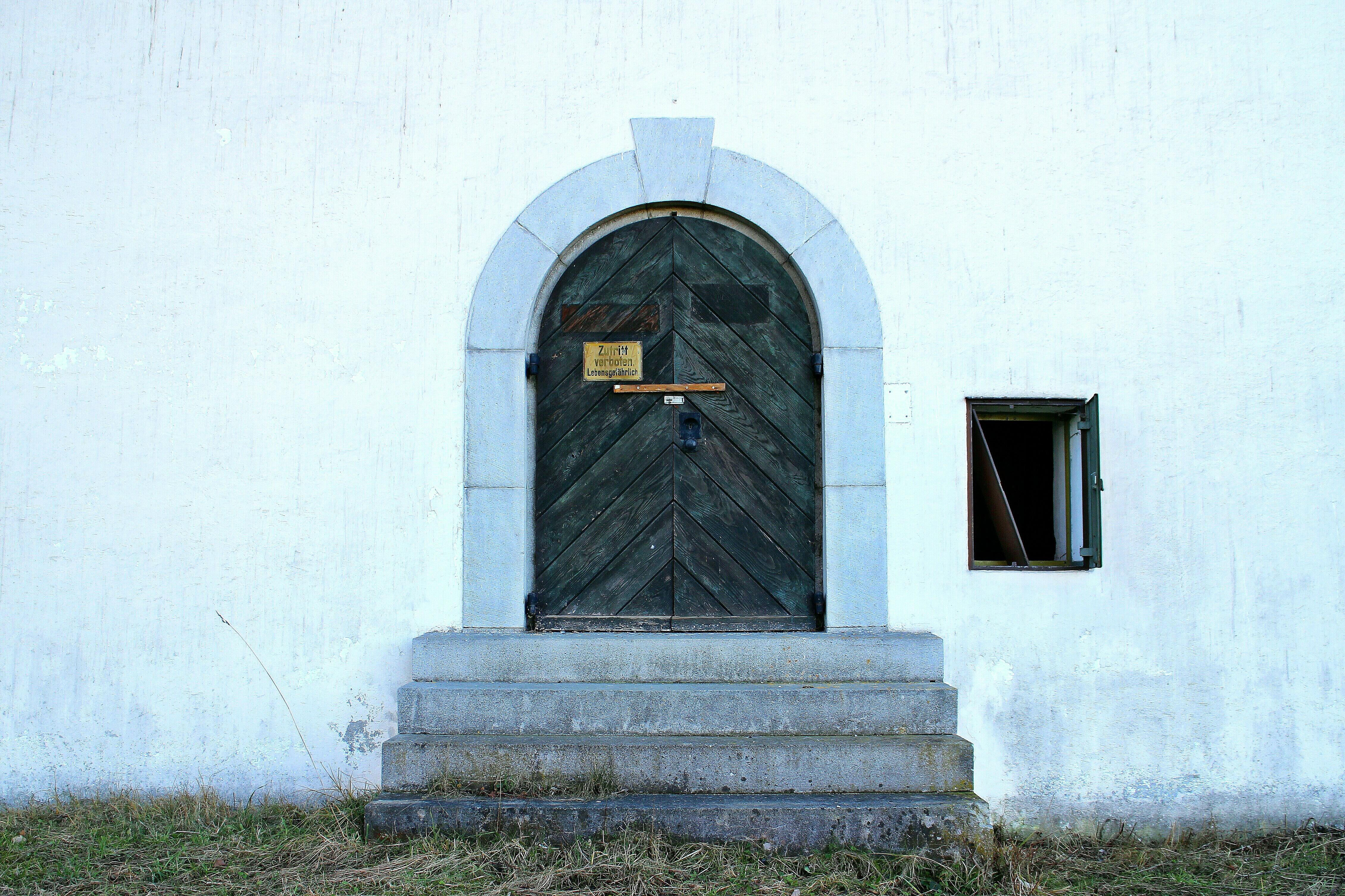images gratuites bois monument statue glise chapelle lieu de culte porte d 39 entr e. Black Bedroom Furniture Sets. Home Design Ideas
