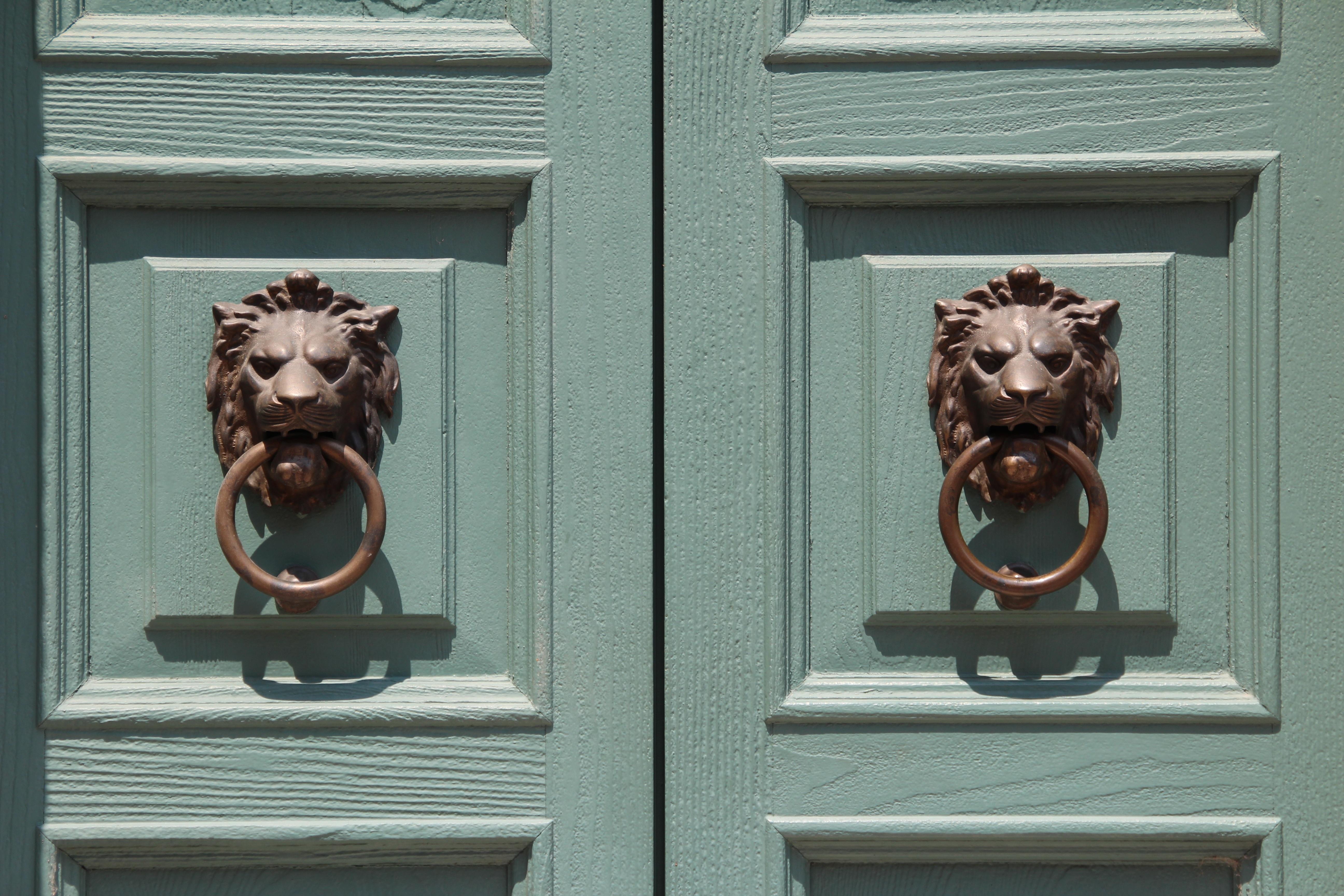 Free Images : wood, monument, statue, lion, sculpture, art, doors ...