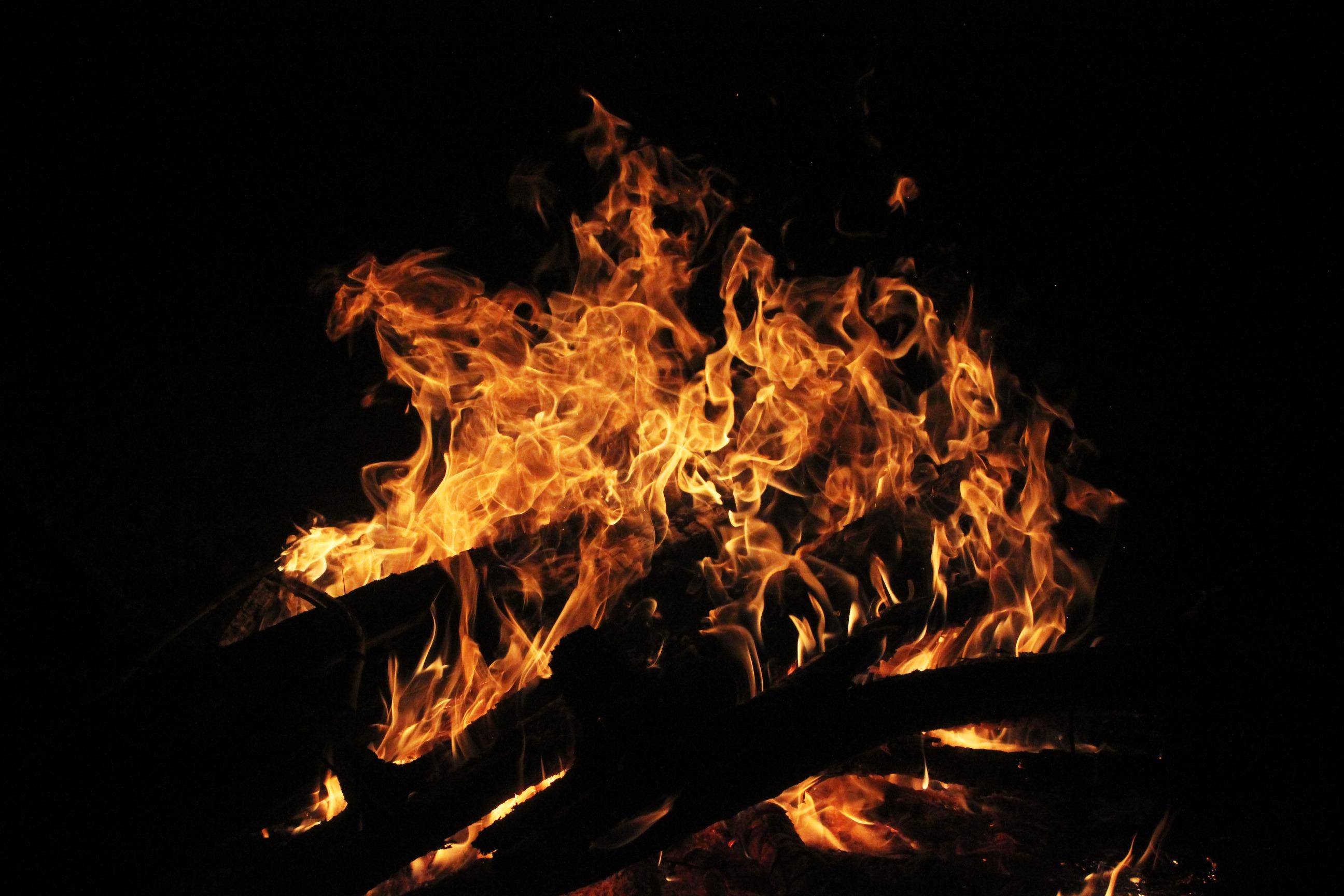 Пламя свечи вверх вниз над фото состоял