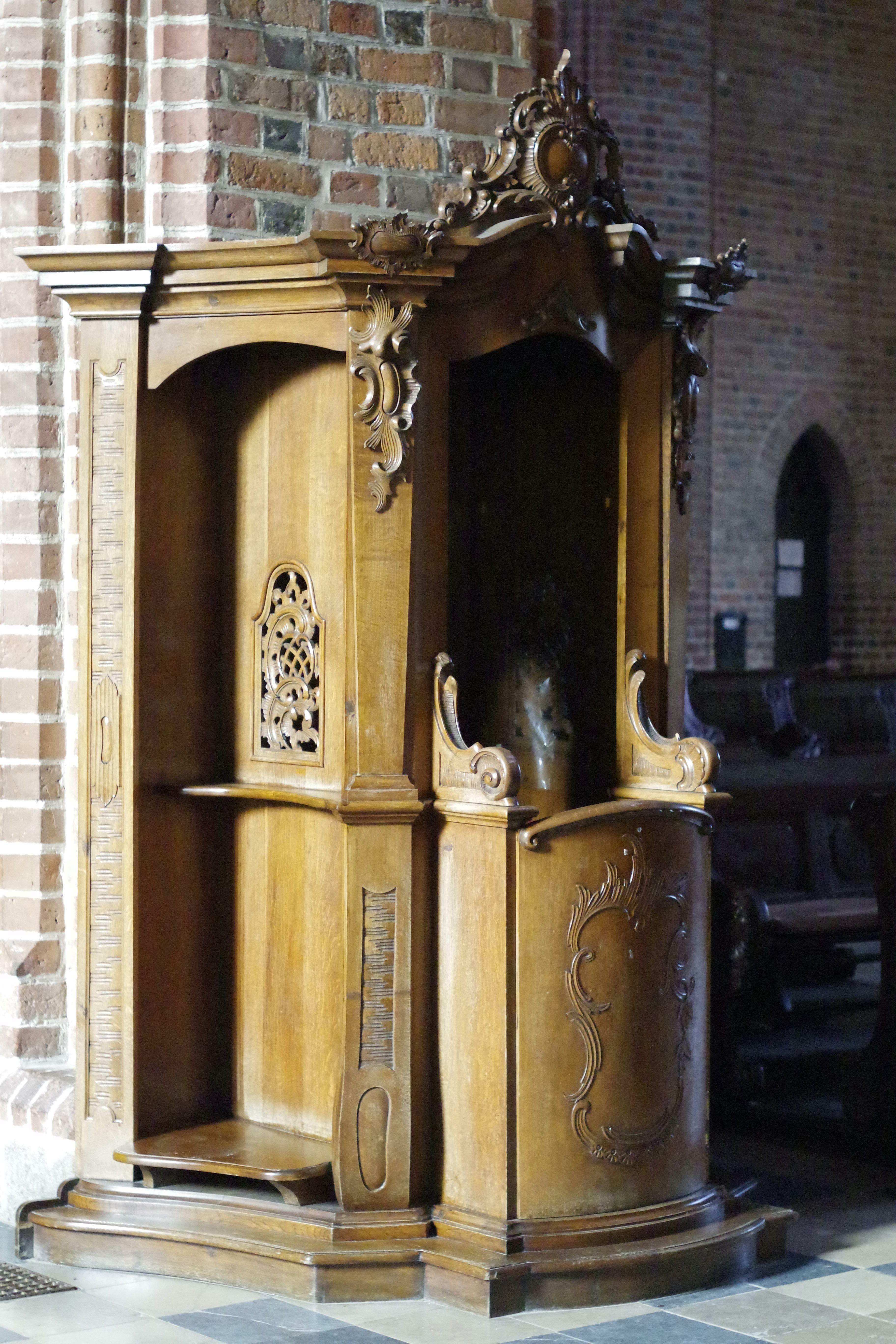 Gratis Afbeeldingen : hout, oud, kolom, kerk, meubilair, verlichting ...