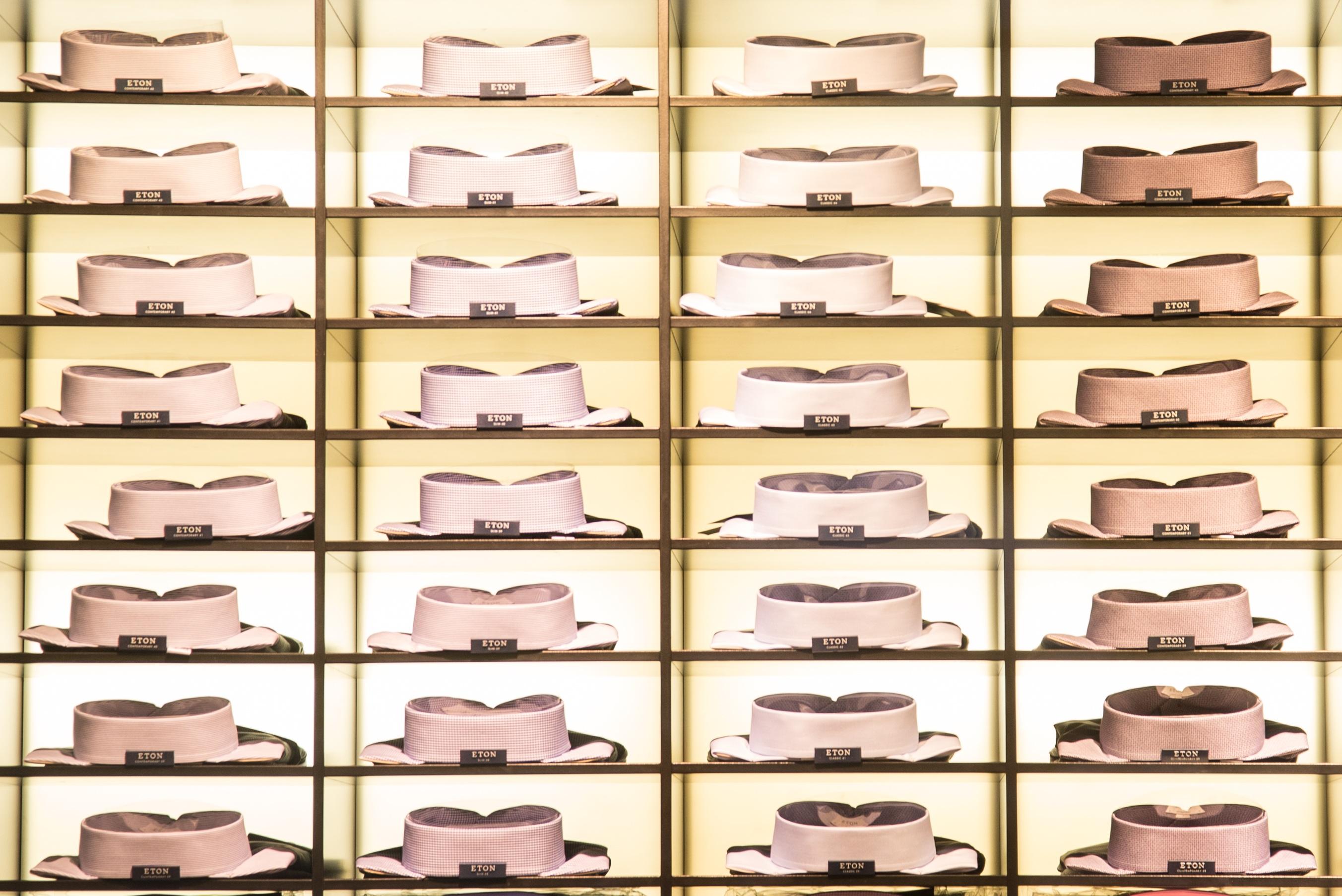 4e8259e2 tre mønster butikk butikk samling hylle mote virksomhet klær kjøpesenter  møbler skjorte klesbutikk boutique menn Kunst