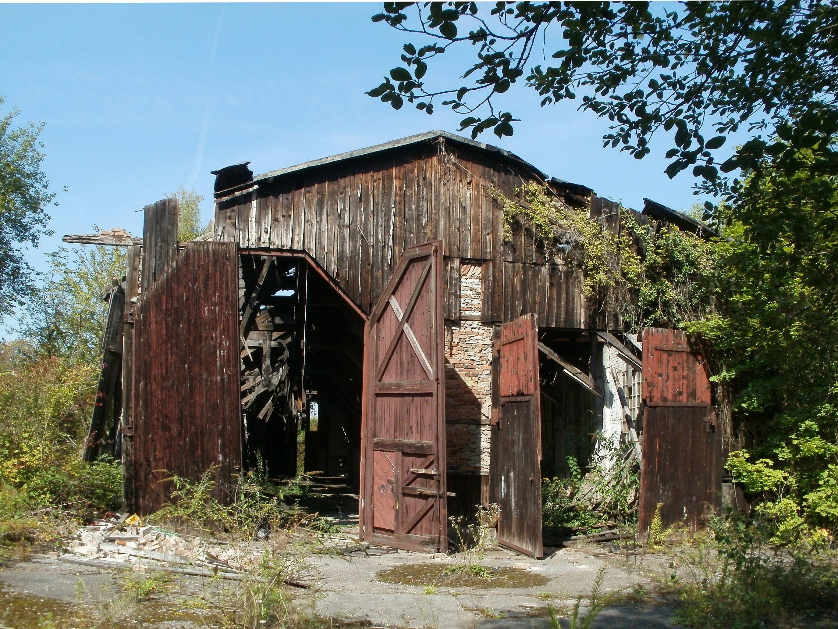 Images gratuites bois chemin de fer maison b timent vieux rail grange train cabanon for Construction de maison rurale