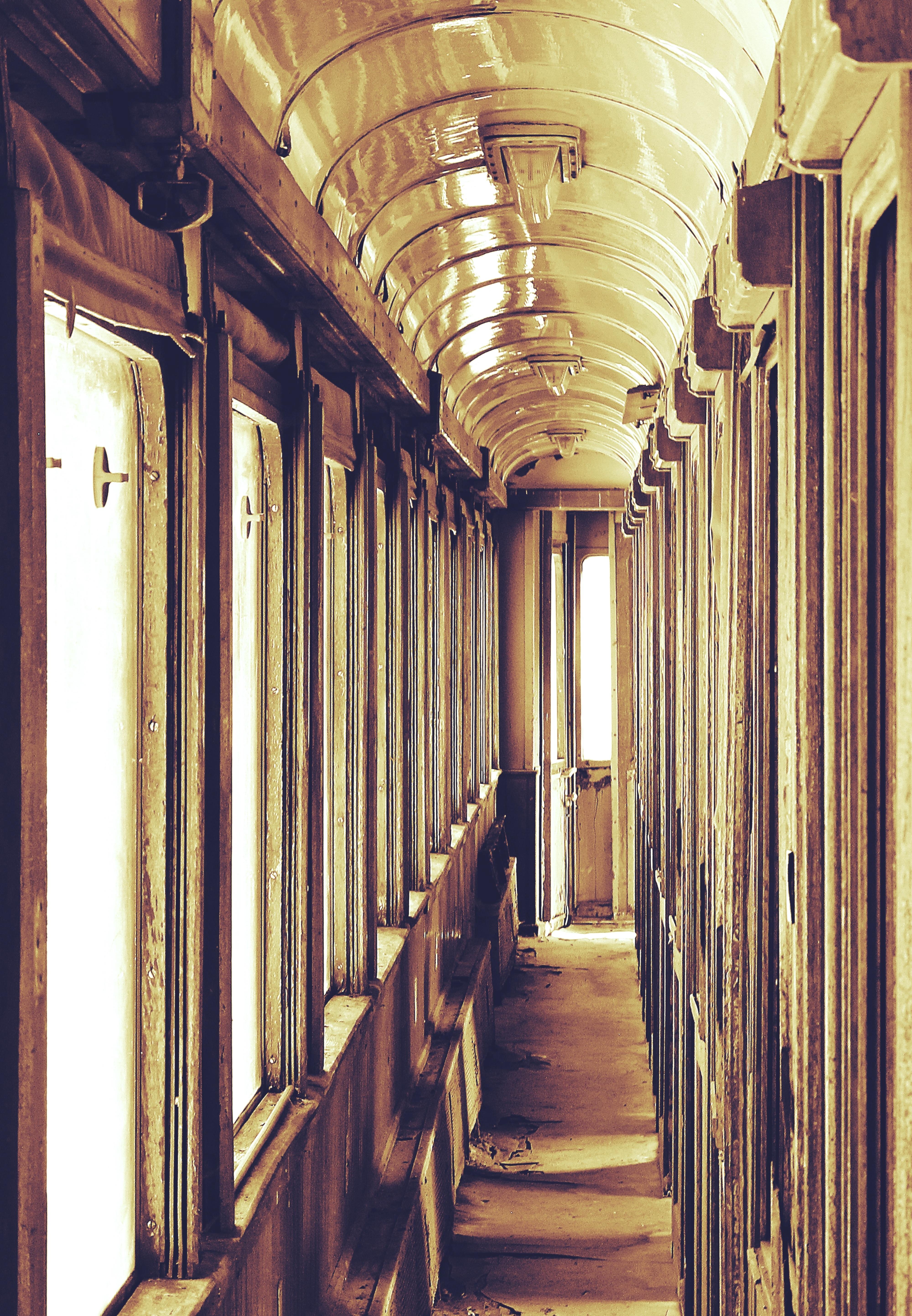 fotos gratis ferrocarril vagon palacio ventana antiguo casa columna sala roto decaer cementerio resistido diseno de interiores simetria