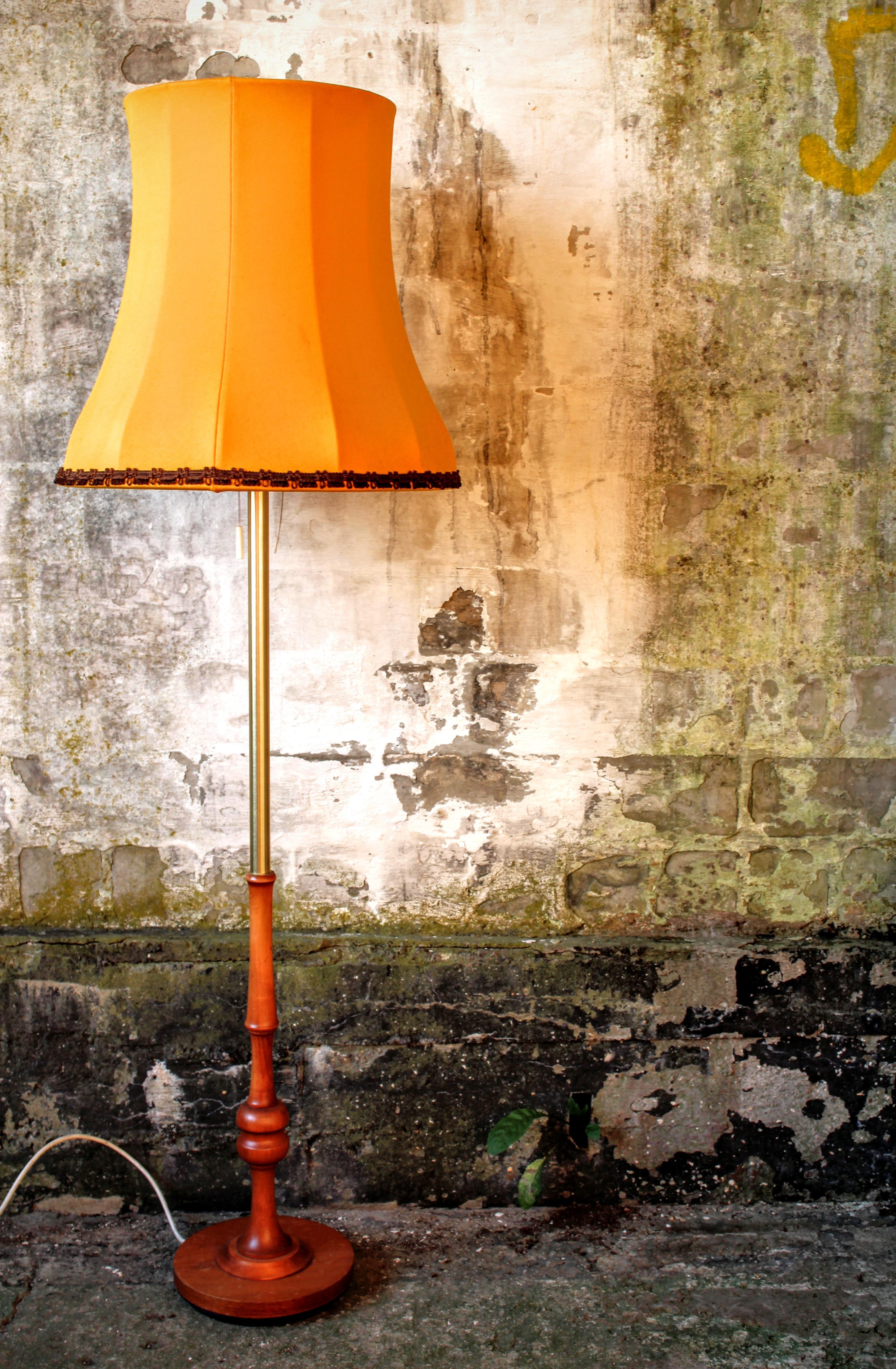 Gratis Afbeeldingen : hout, retro, oud, muur, kleur, woonkamer, lamp ...