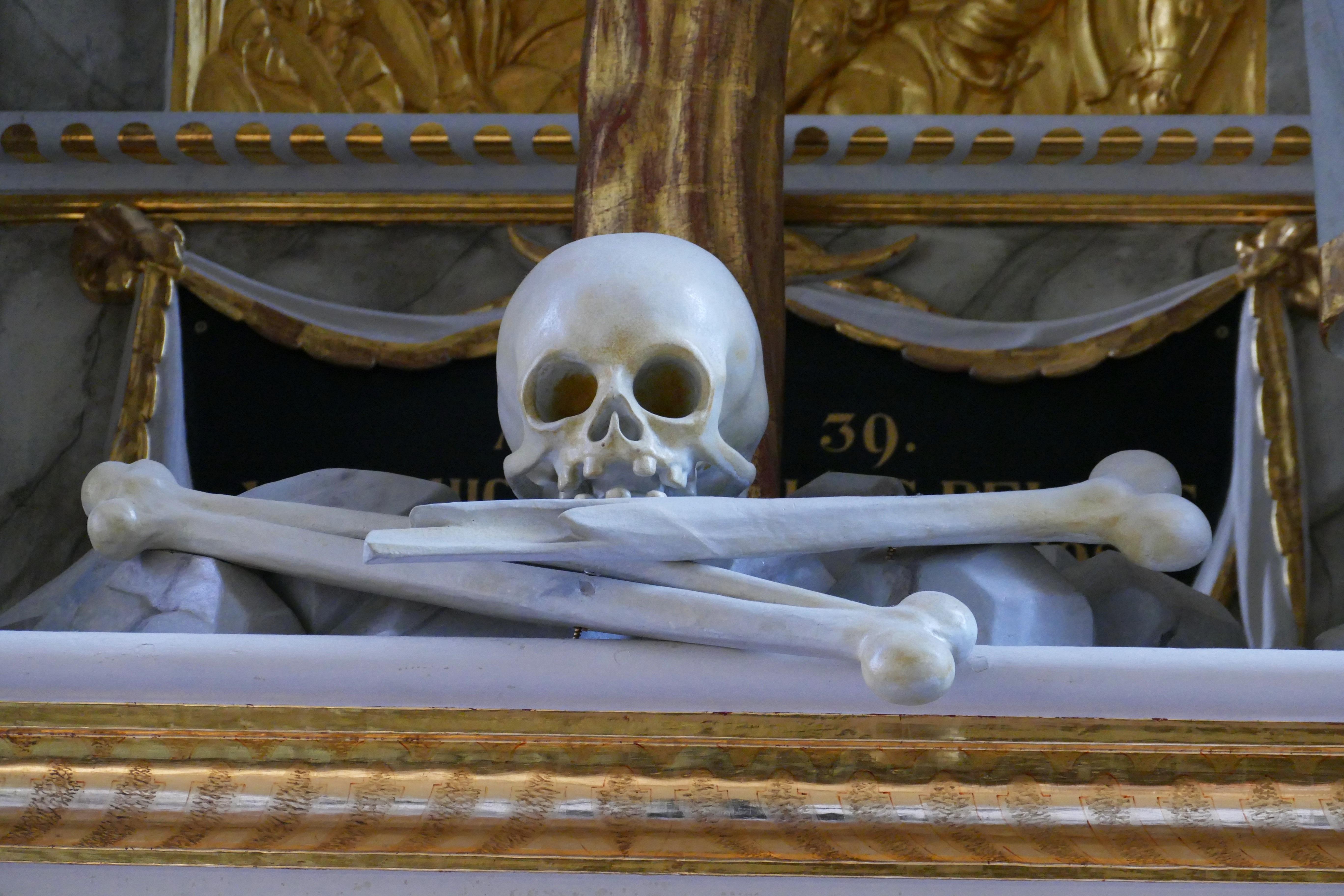 Kostenlose foto : Holz, Statue, Kirche, Tod, Schädel, Knochen ...
