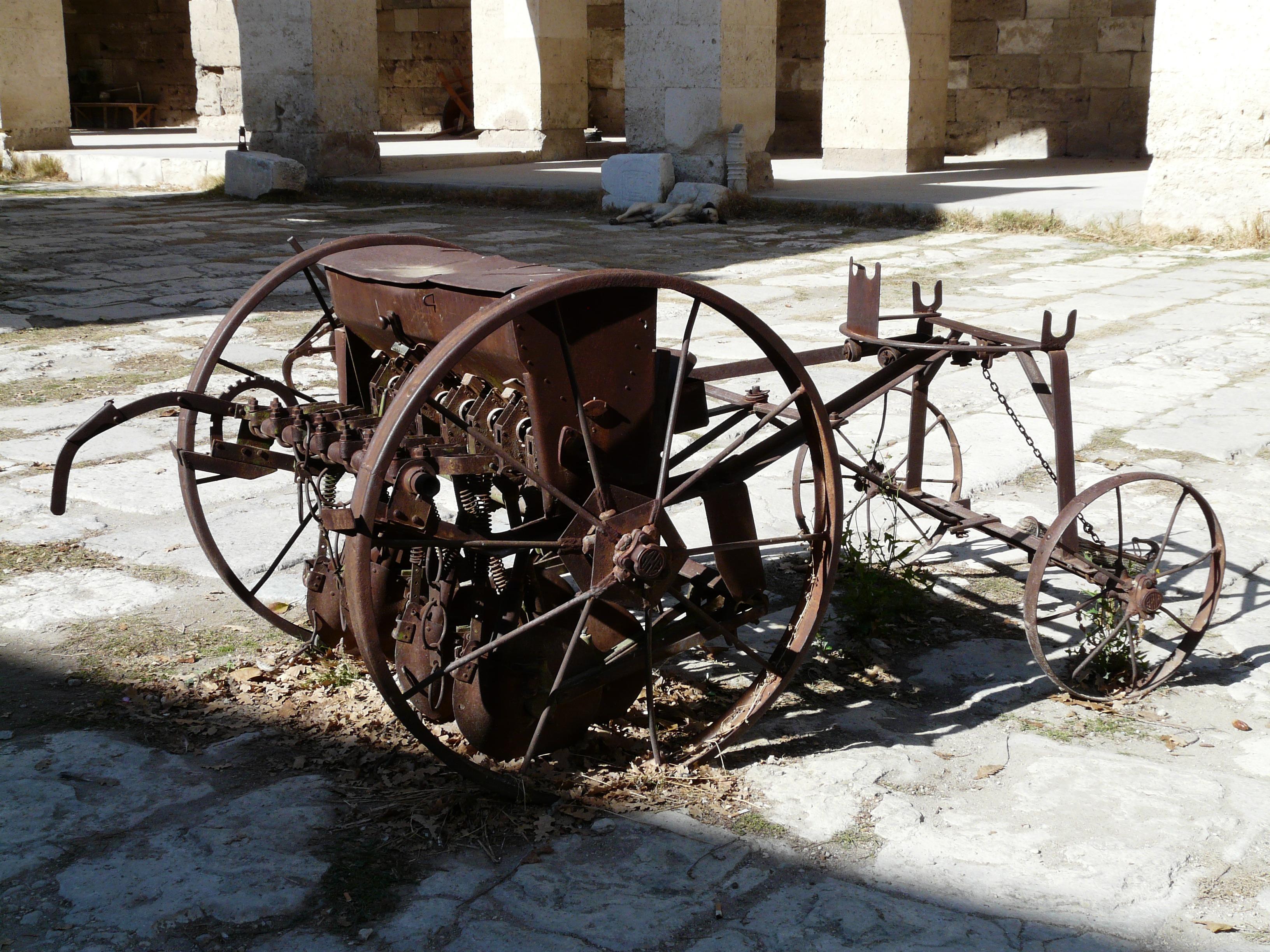 Images gratuites bois tracteur antique roue chariot vieux v hicule m tal agriculture - Chariot porte roue tracteur ...