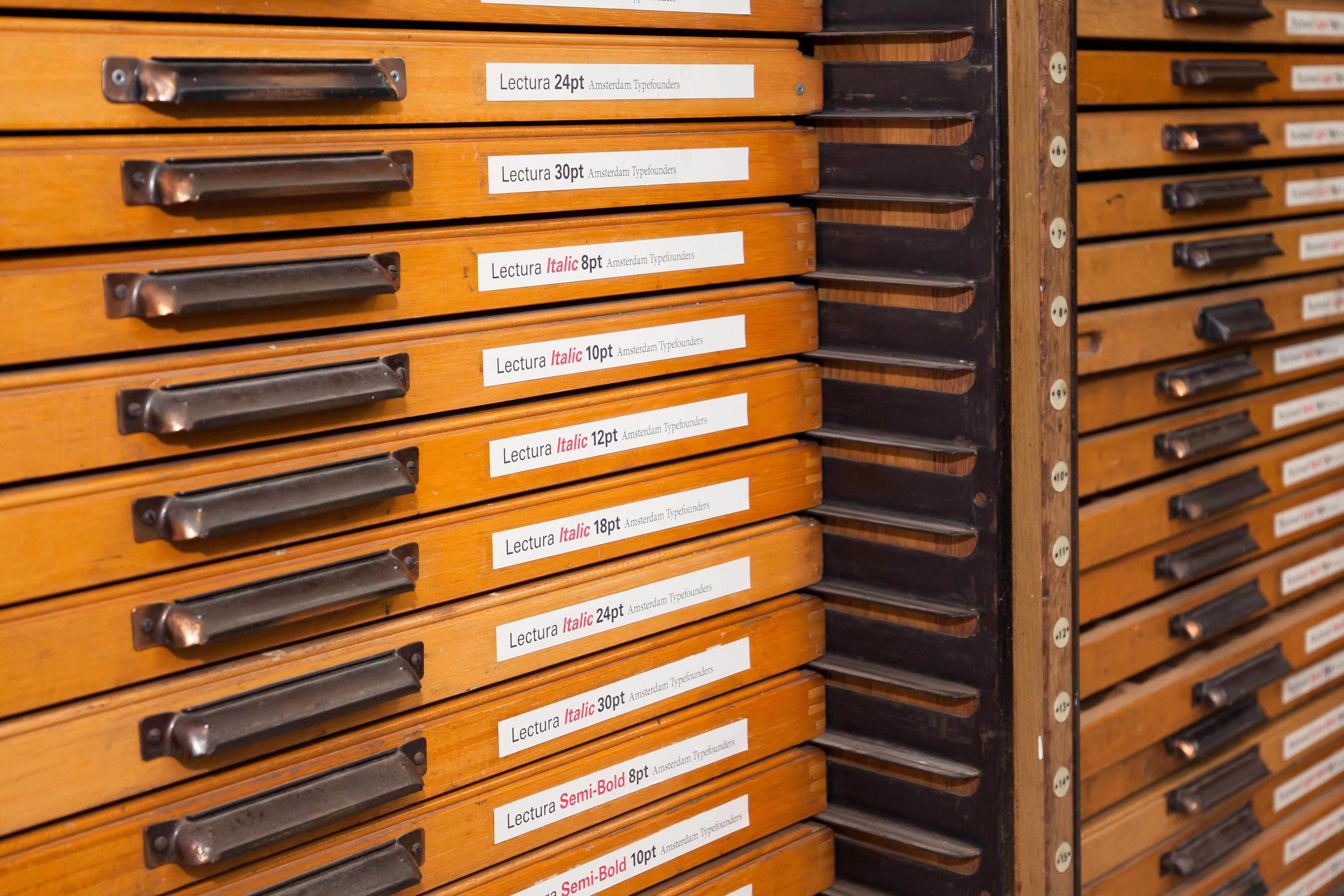 fotos gratis tipografa mueble pegatina diseo de interiores fuente comercial subttulo juego de plomo johannes gutenberg regulacin