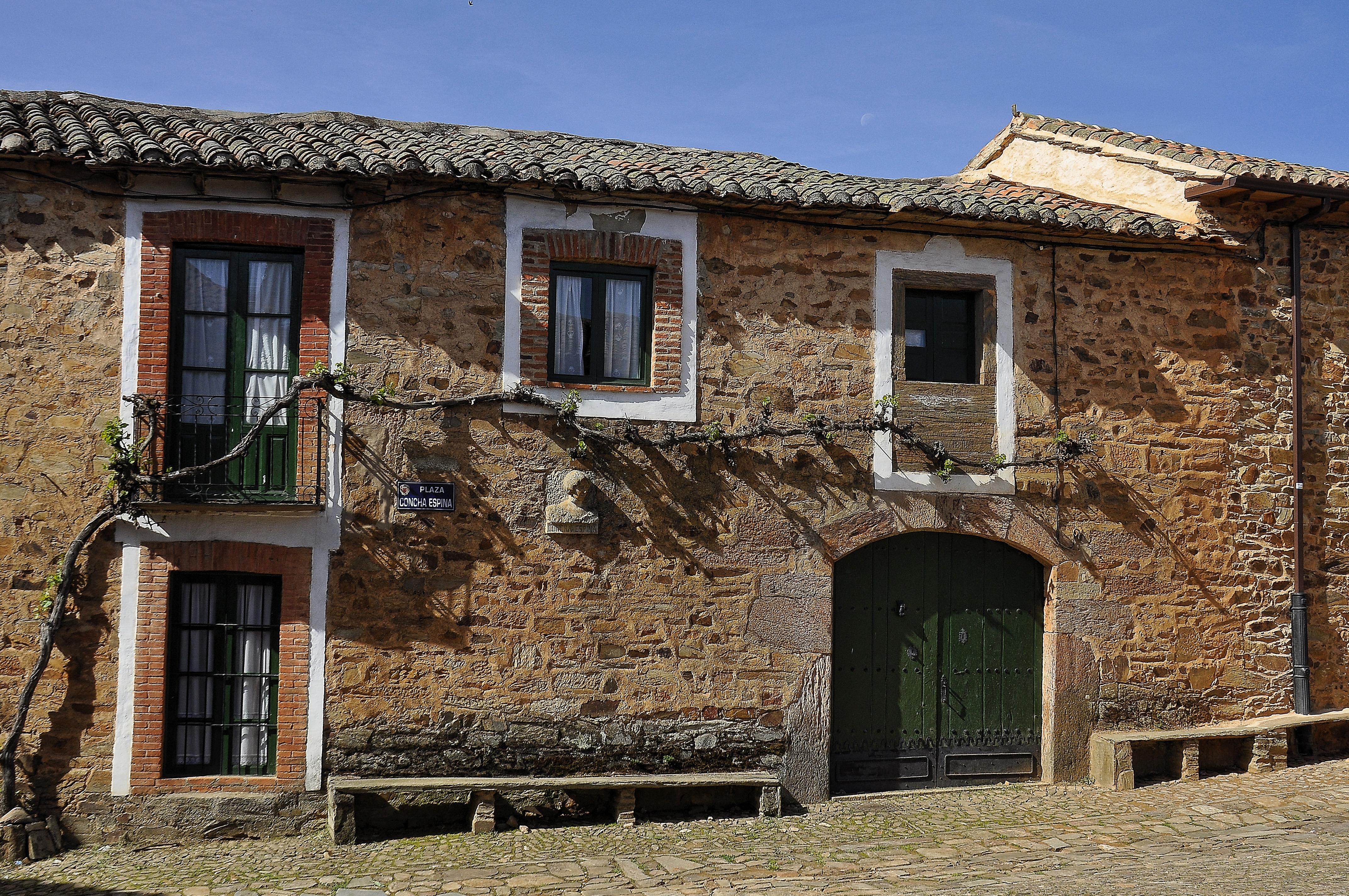 Fachadas de casas de pueblo fachada fachada casa adosada - Casas gratis en pueblos de espana ...