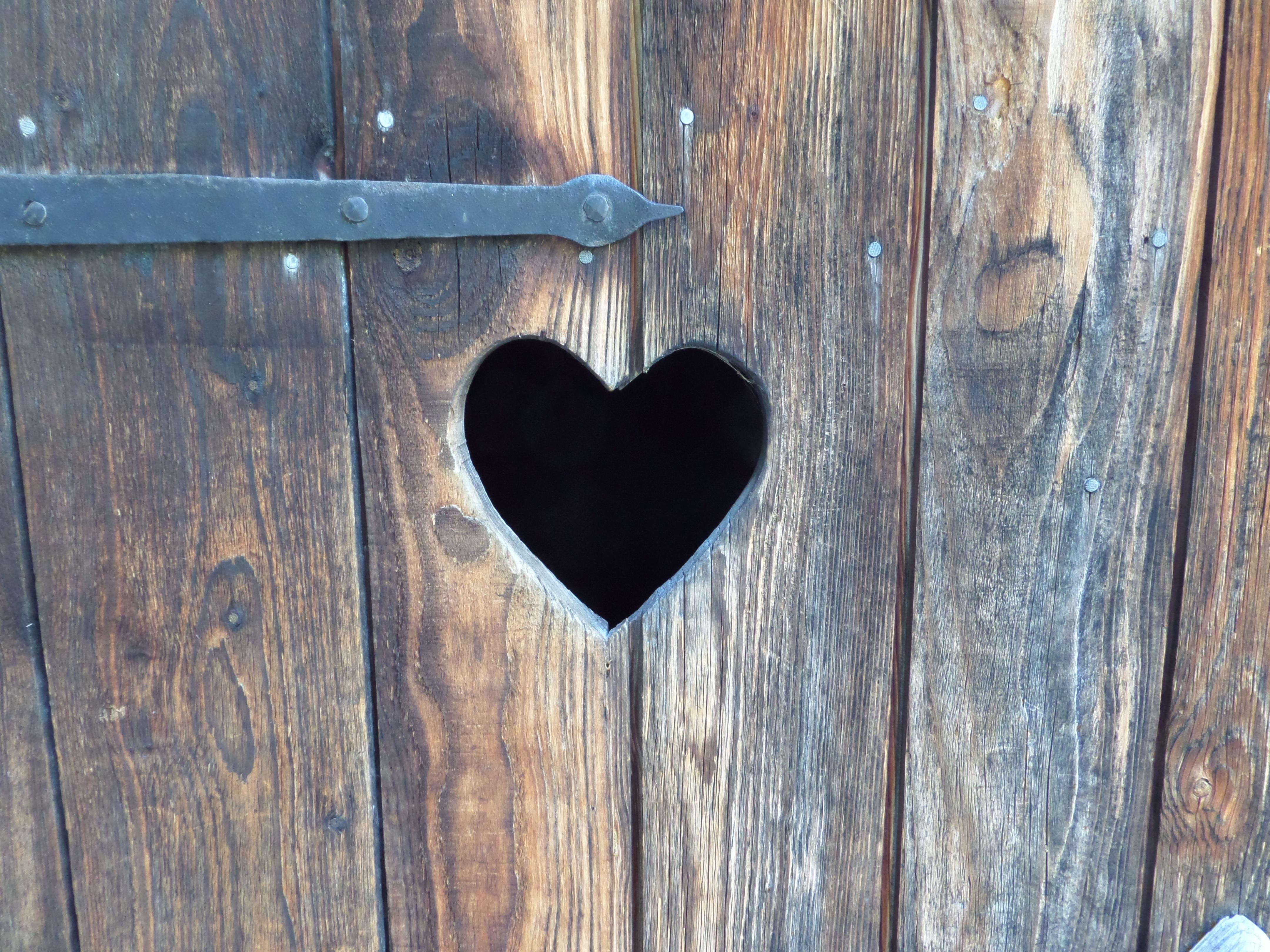 Kostenlose foto : Holz, Dorf, Herz, blau, Möbel, Tür, Ruhe und ...