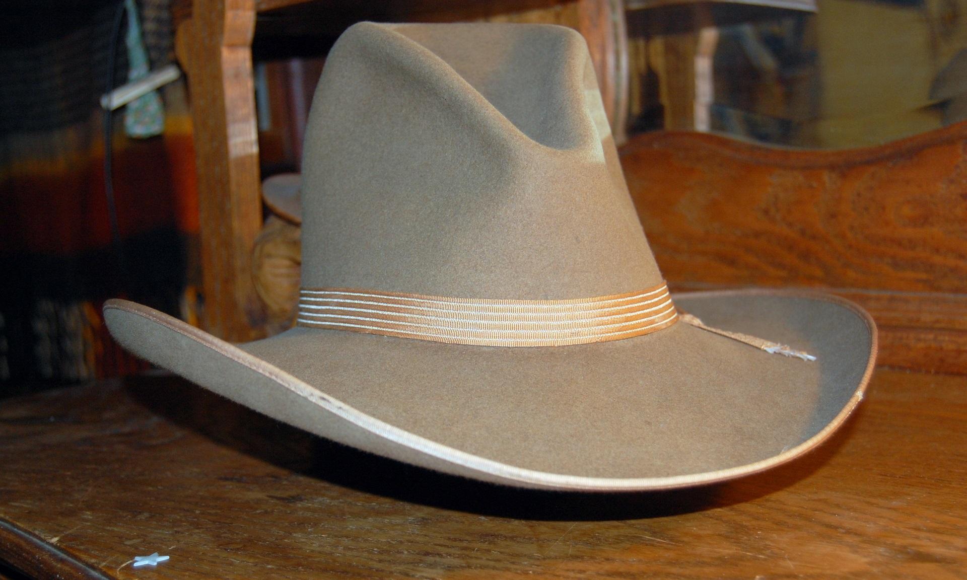 Gratis afbeeldingen : hout wijnoogst symbool hoed kleding