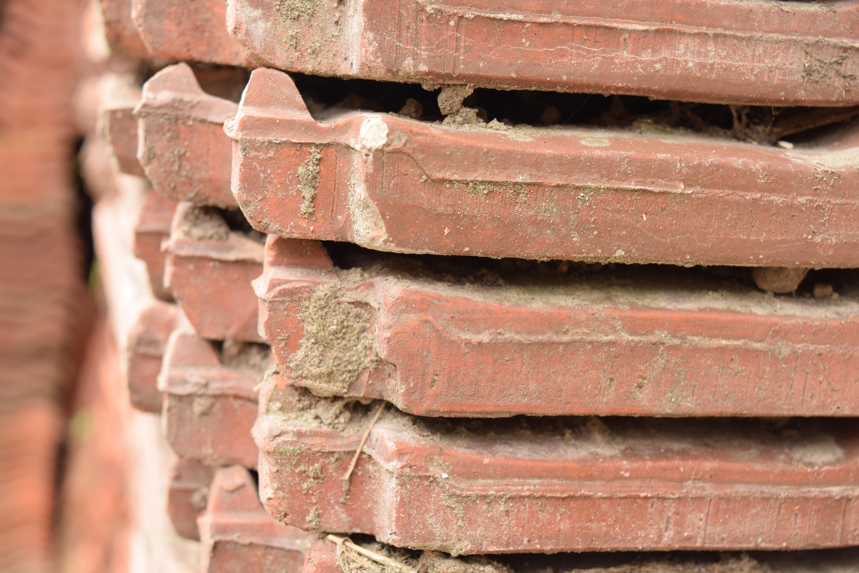 Gỗ Tường Chùm Tia Đỏ Ngói Cây Rơm Gạch Gần Vật Chất Bị Phong Hóa Lợp