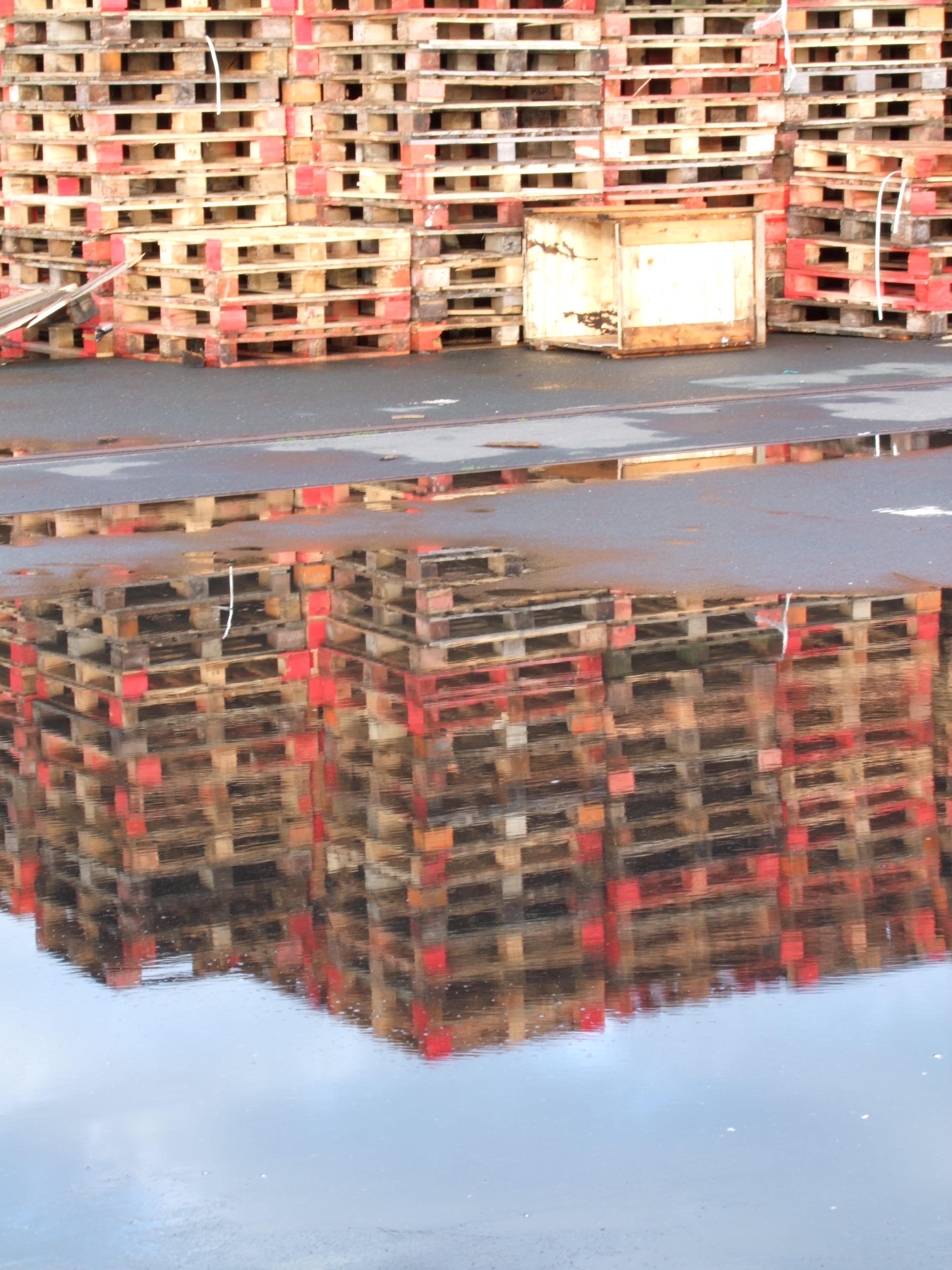 madera pared rojo charco color industria mueble art diseo palets reflejando paletas euro de ventana
