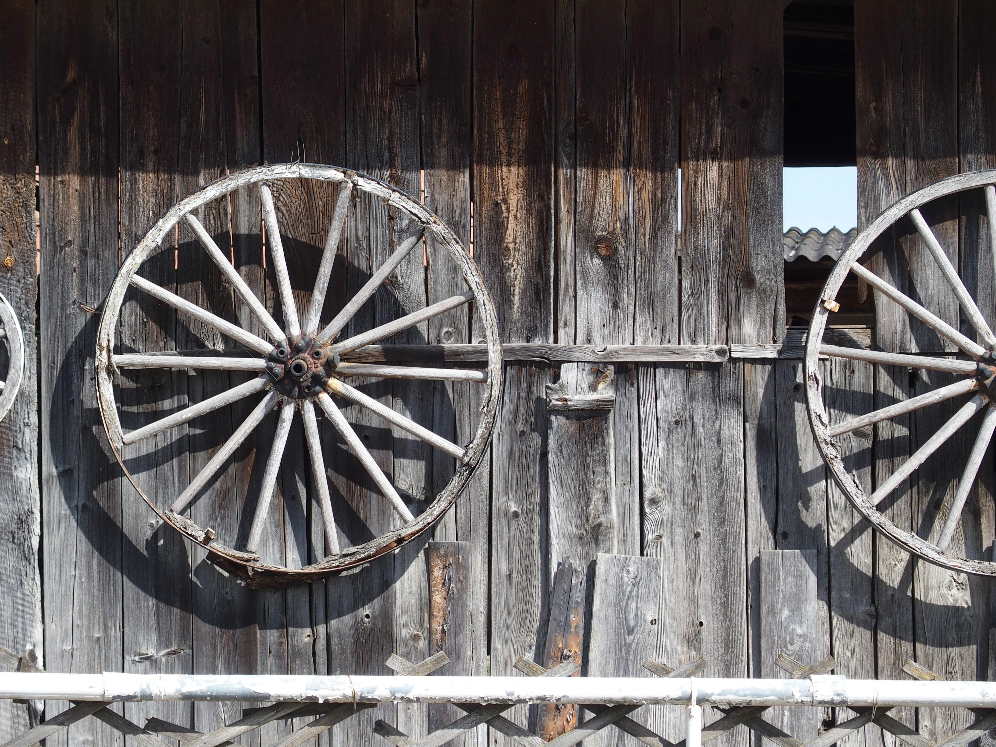 Kostenlose foto : Holz, Rad, alt, Scheune, Ferien, Hütte, Fahrzeug ...