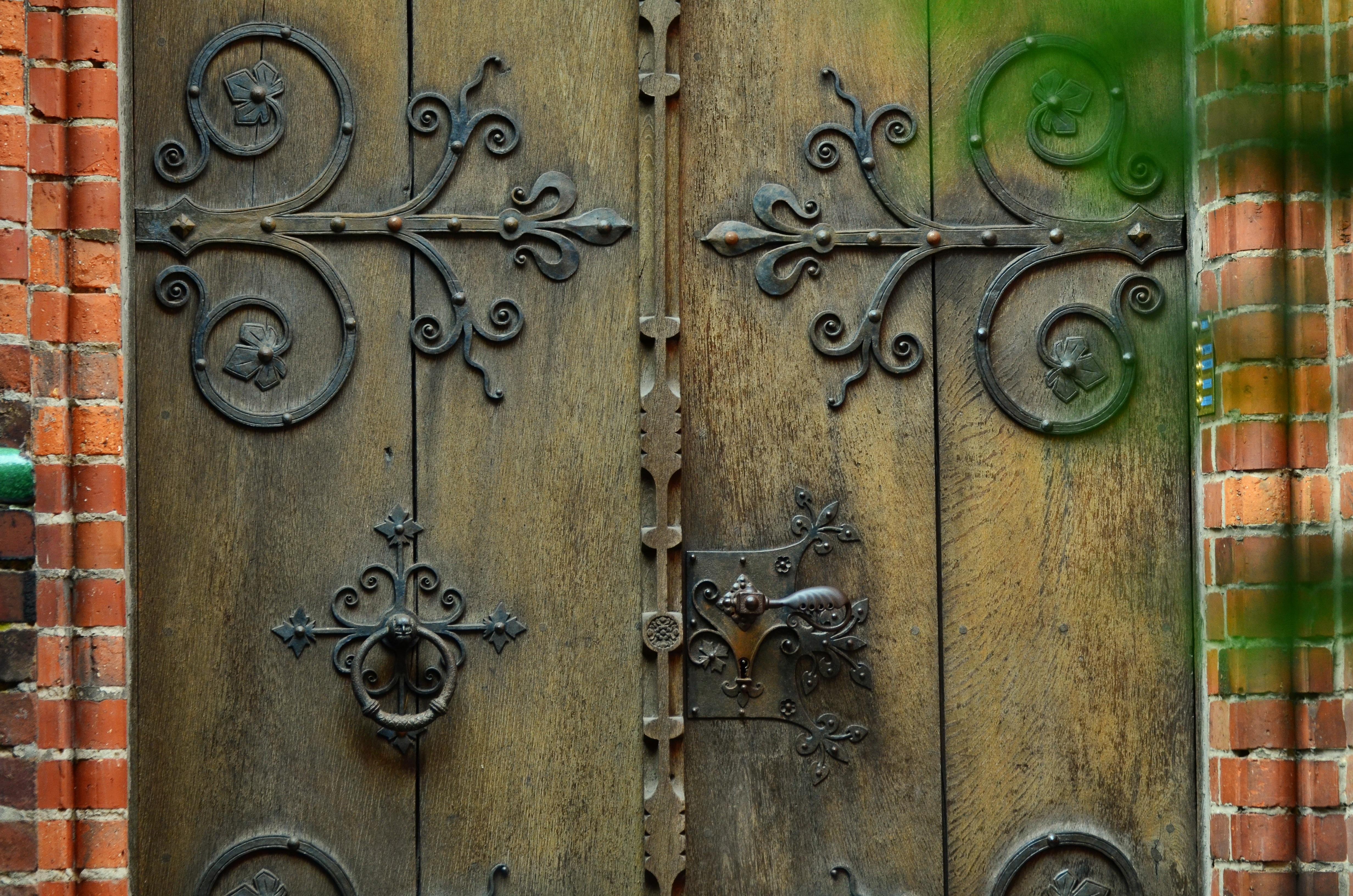 Fotos gratis madera ventana n mero antiguo pared for Puerta vieja madera