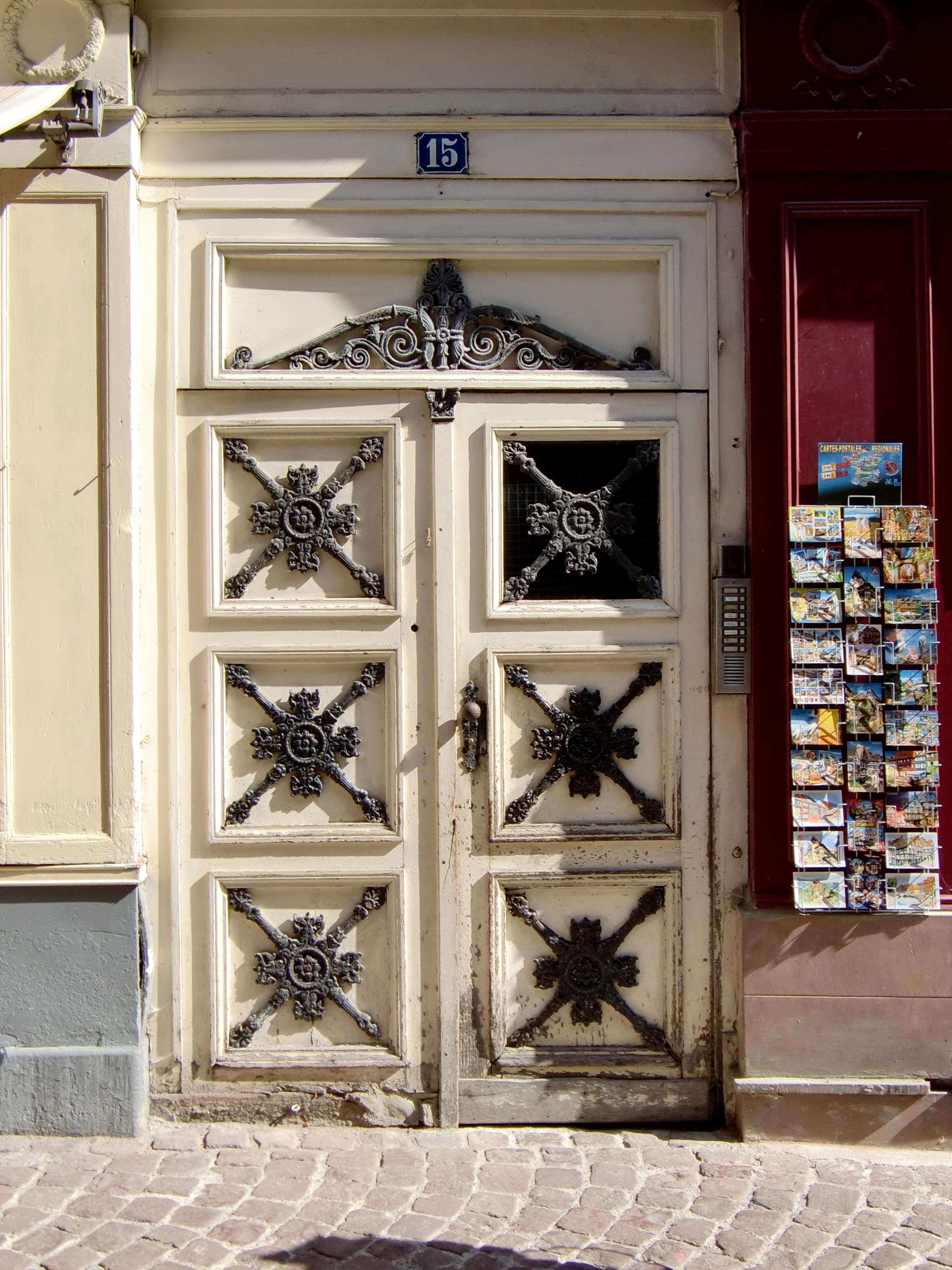 Vieux Portail En Bois images gratuites : fenêtre, vieux, colonne, façade, meubles