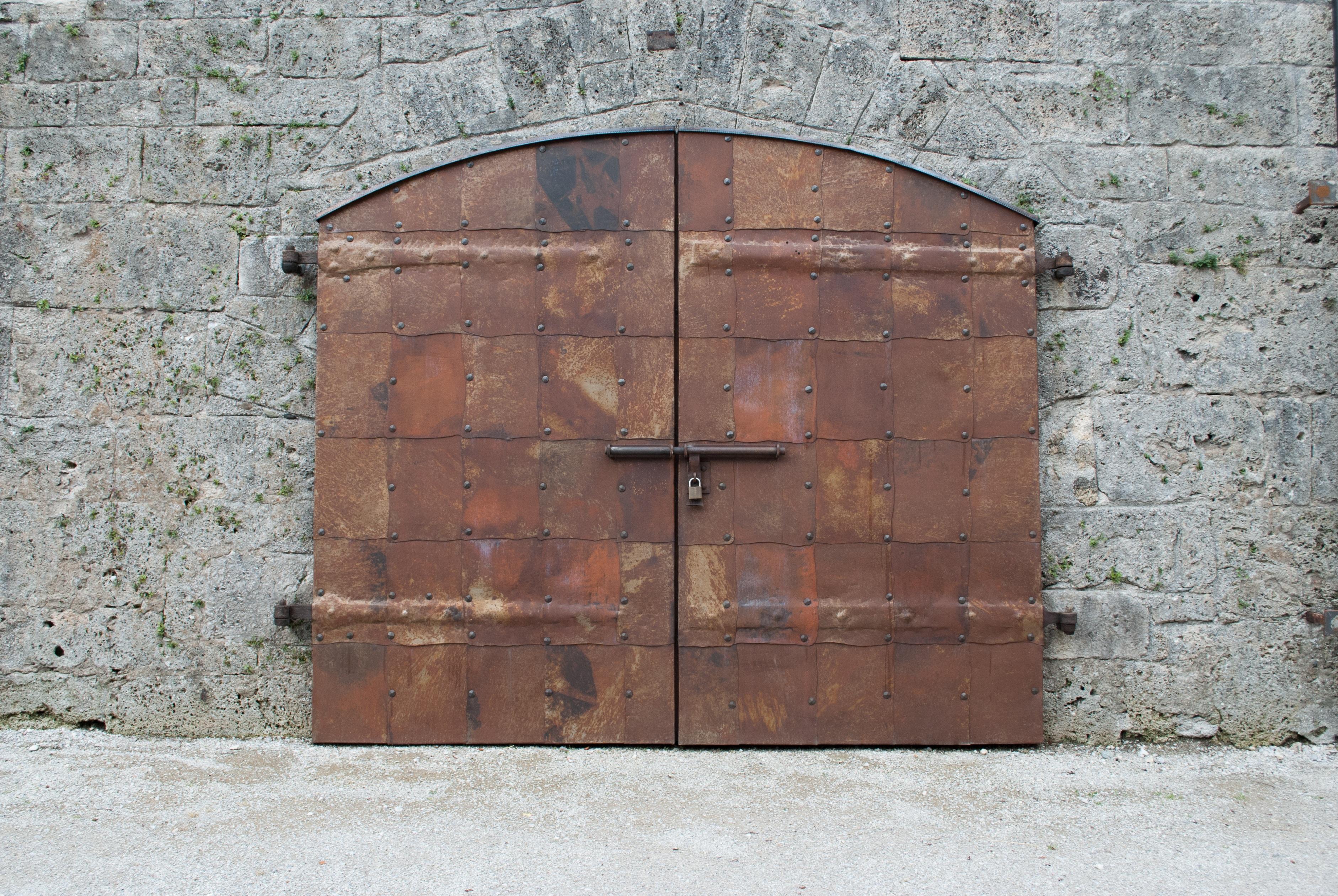 Fotos gratis madera ventana pared castillo pared de for Porton madera antiguo