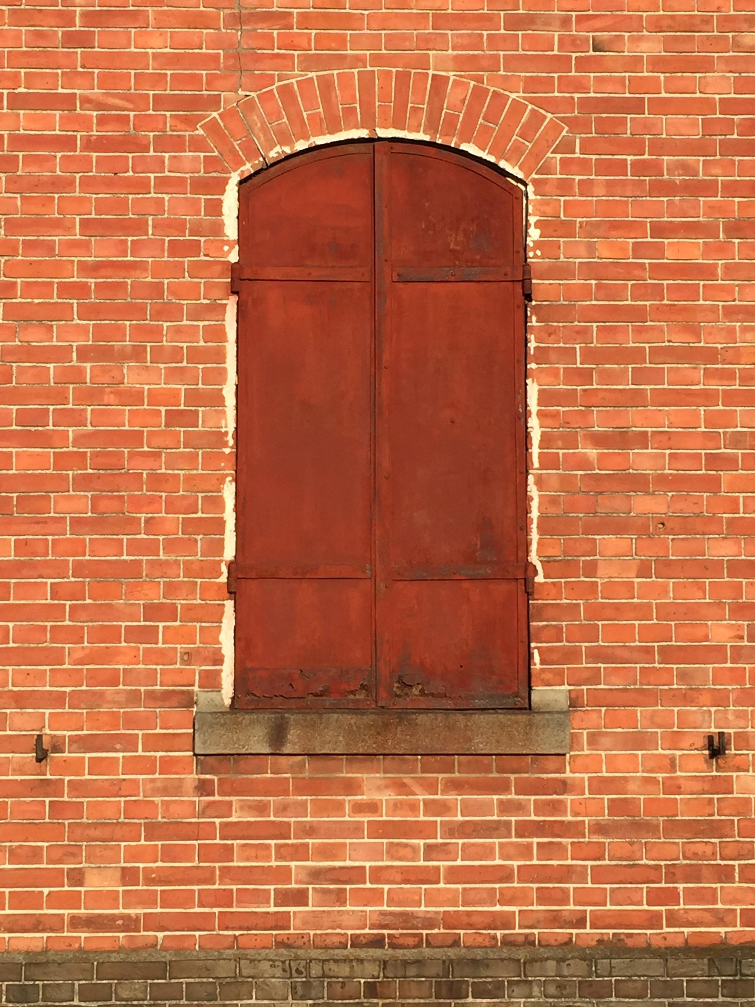 Holz Fenster Mauer Rot Farbe Fassade Ziegel Tür Material Warenhaus  Mauerwerk Seide Gunma Maebashi Roter Ziegelstein