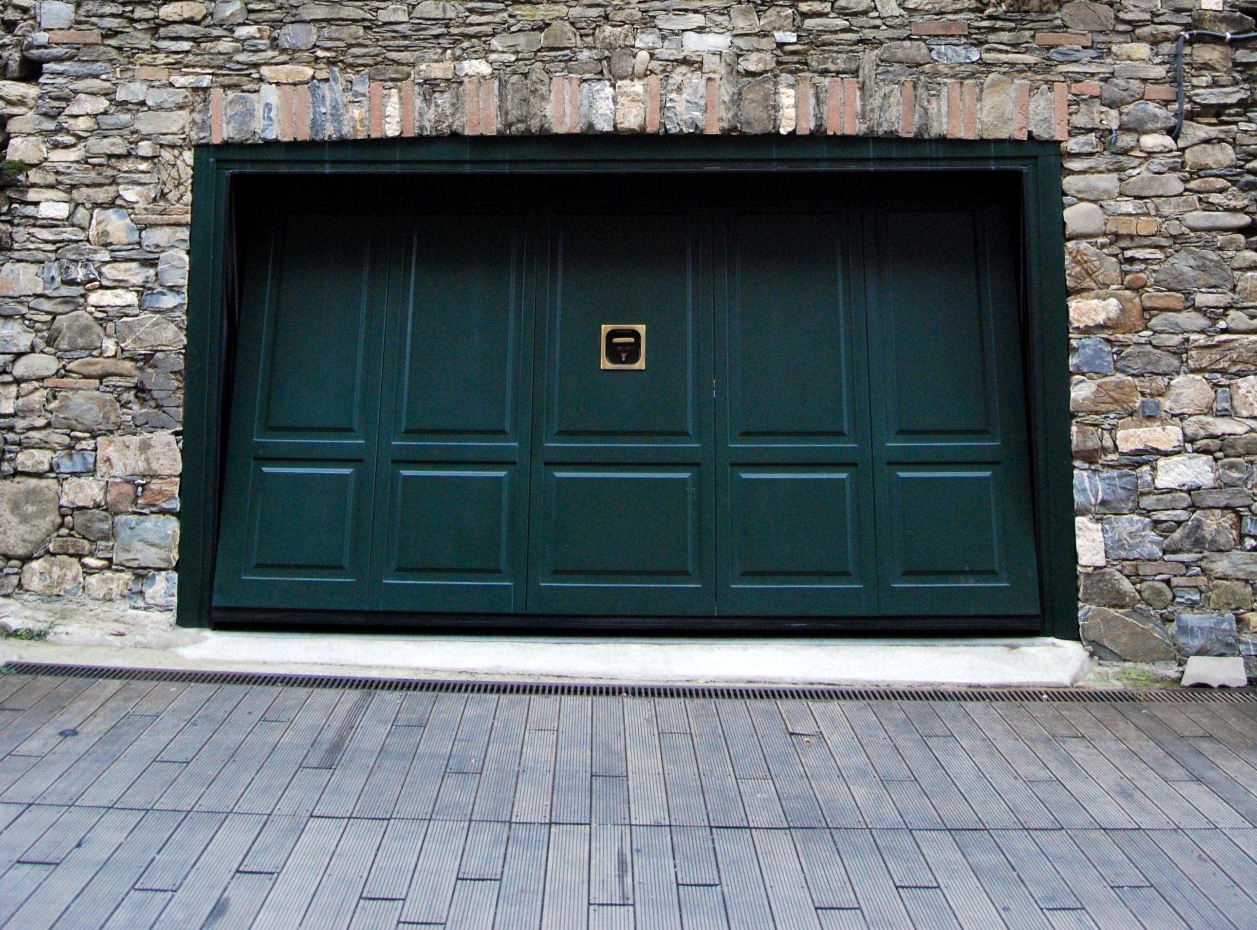 Puertas cochera perfect puertas de garaje seccionales - Puerta para cochera ...