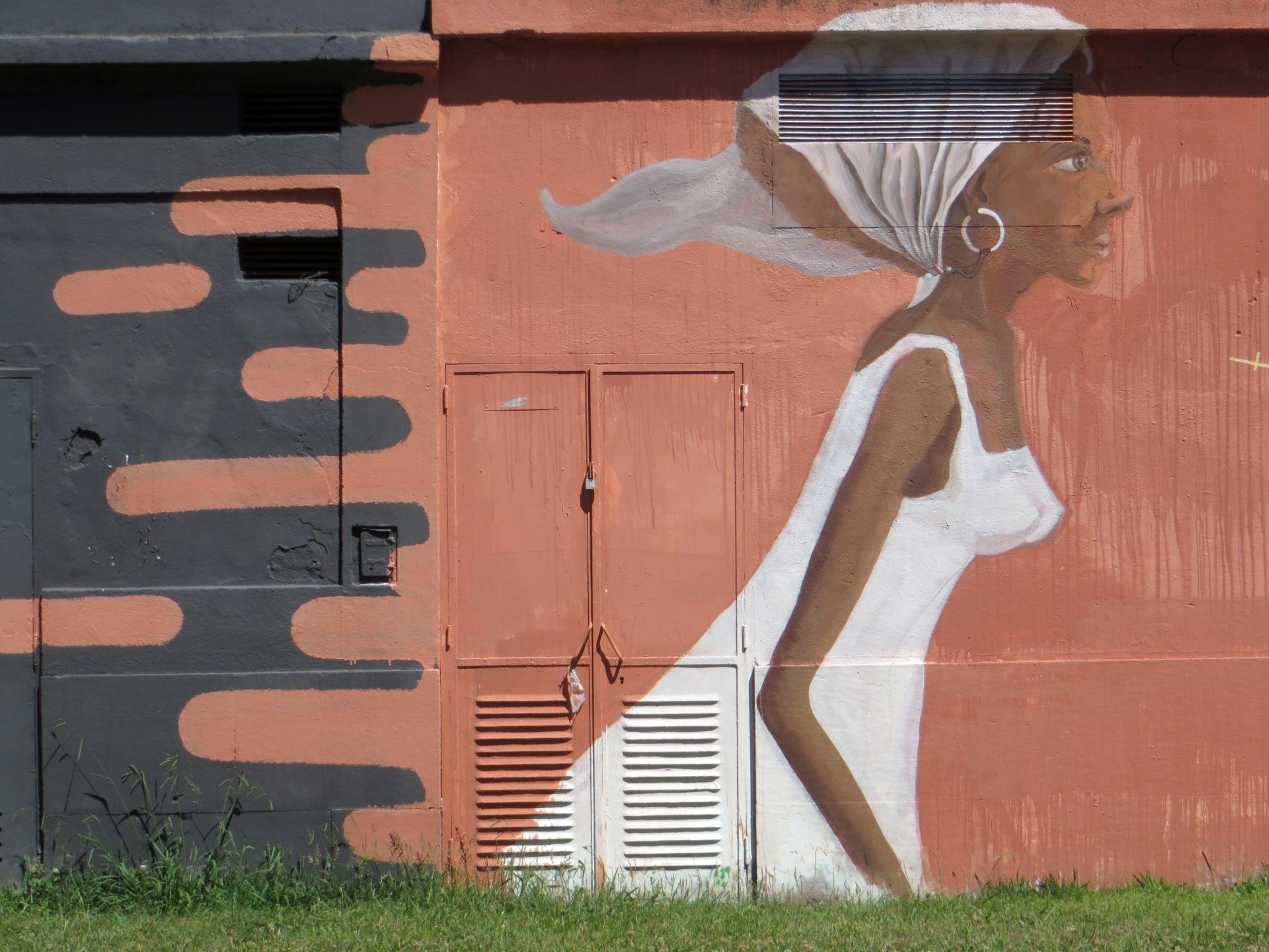 Graffiti art on wood - Wood Woman Wall Color Graffiti Painting White Dress Street Art Sculpture Art Mural Lisbon Graffiti Wall