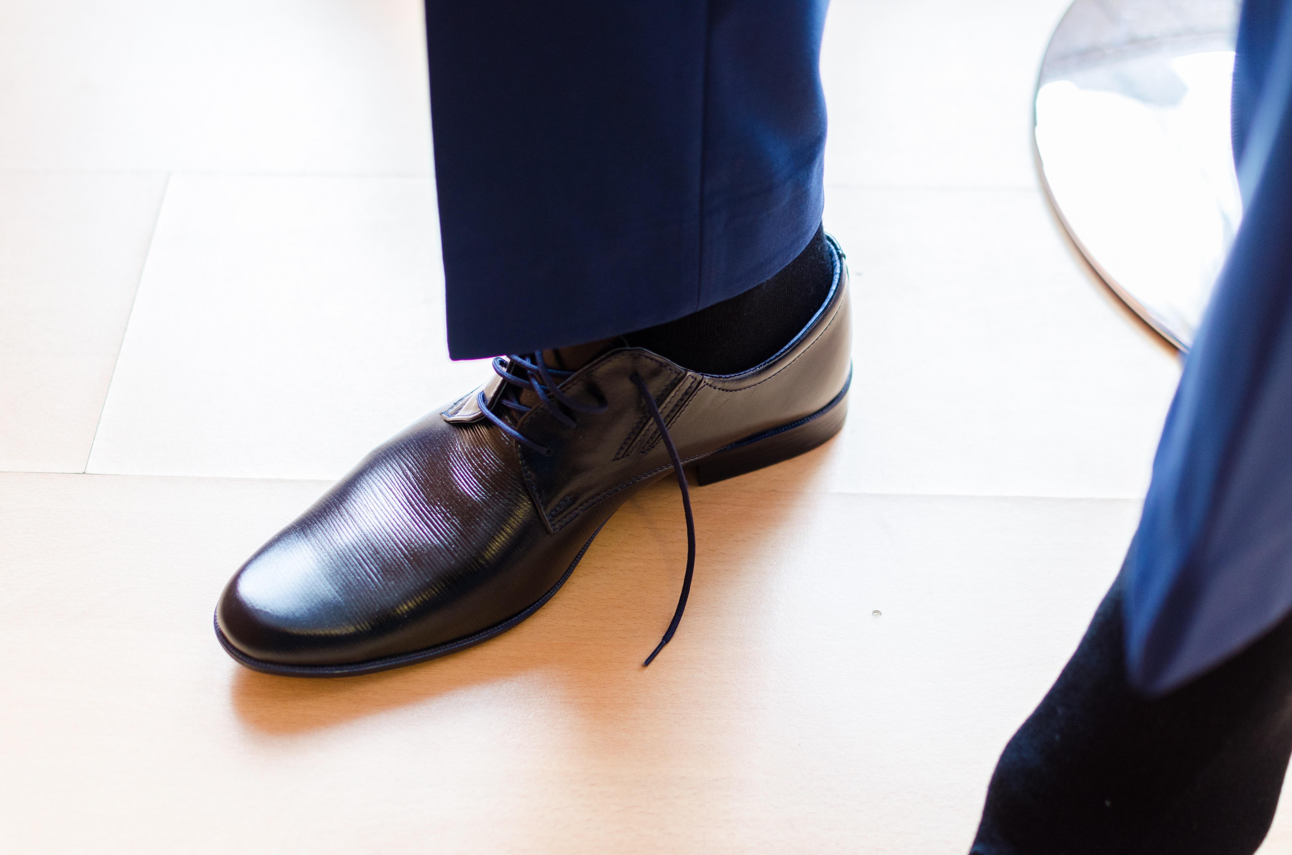 gamme complète d'articles acheter de nouveaux couleur rapide Images Gratuites : travail, main, costume, chaussure, blanc ...