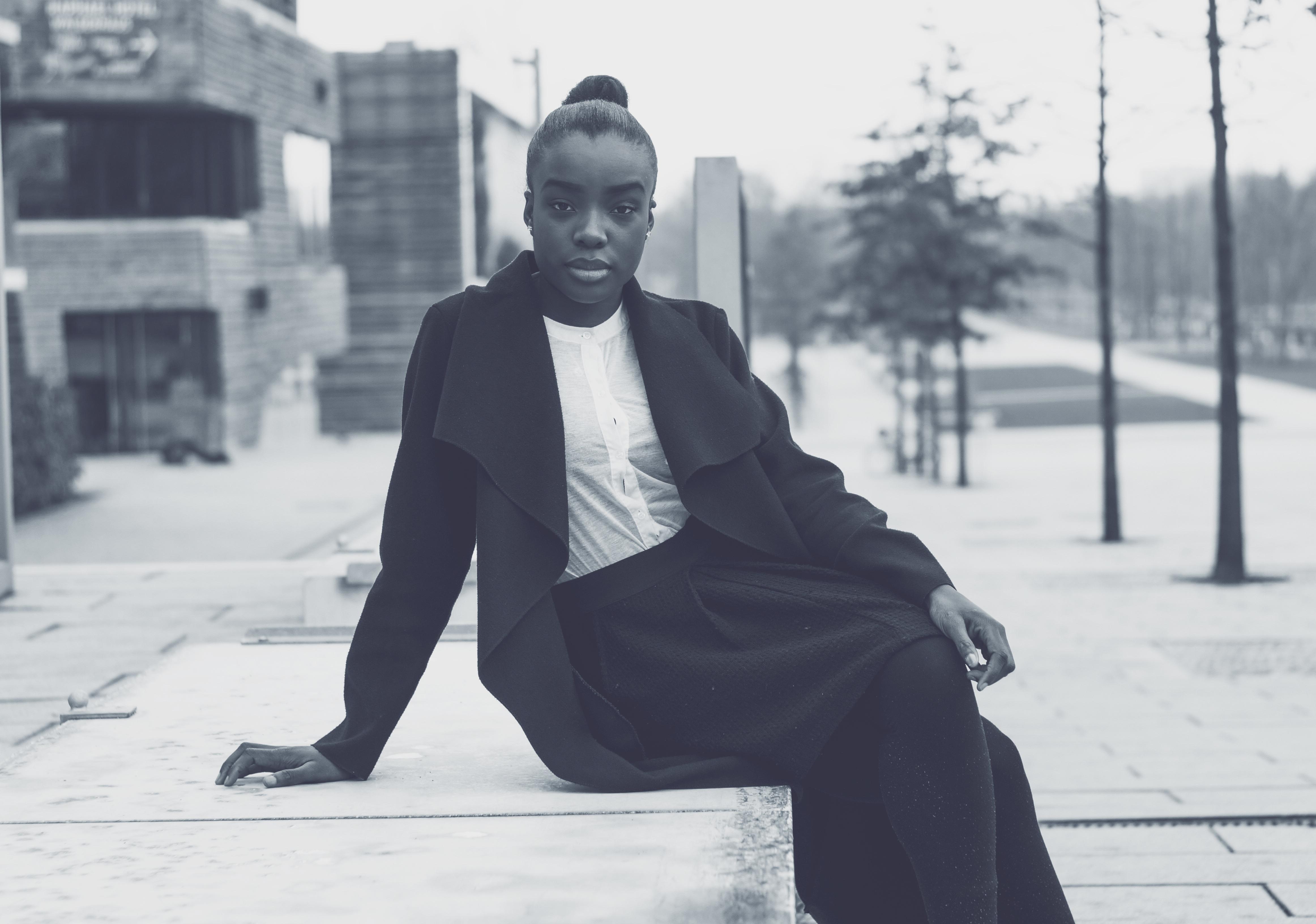 Gambar Kerja Orang Salju Musim Dingin Potret Duduk Cuaca Perusahaan Mode Profesional Pakaian Satu Warna Di Luar Rumah Foto Kepemimpinan Menarik Eksekutif Keberhasilan Percaya Diri Manajer Wanita Bisnis Bisnis Wanita Pengusaha