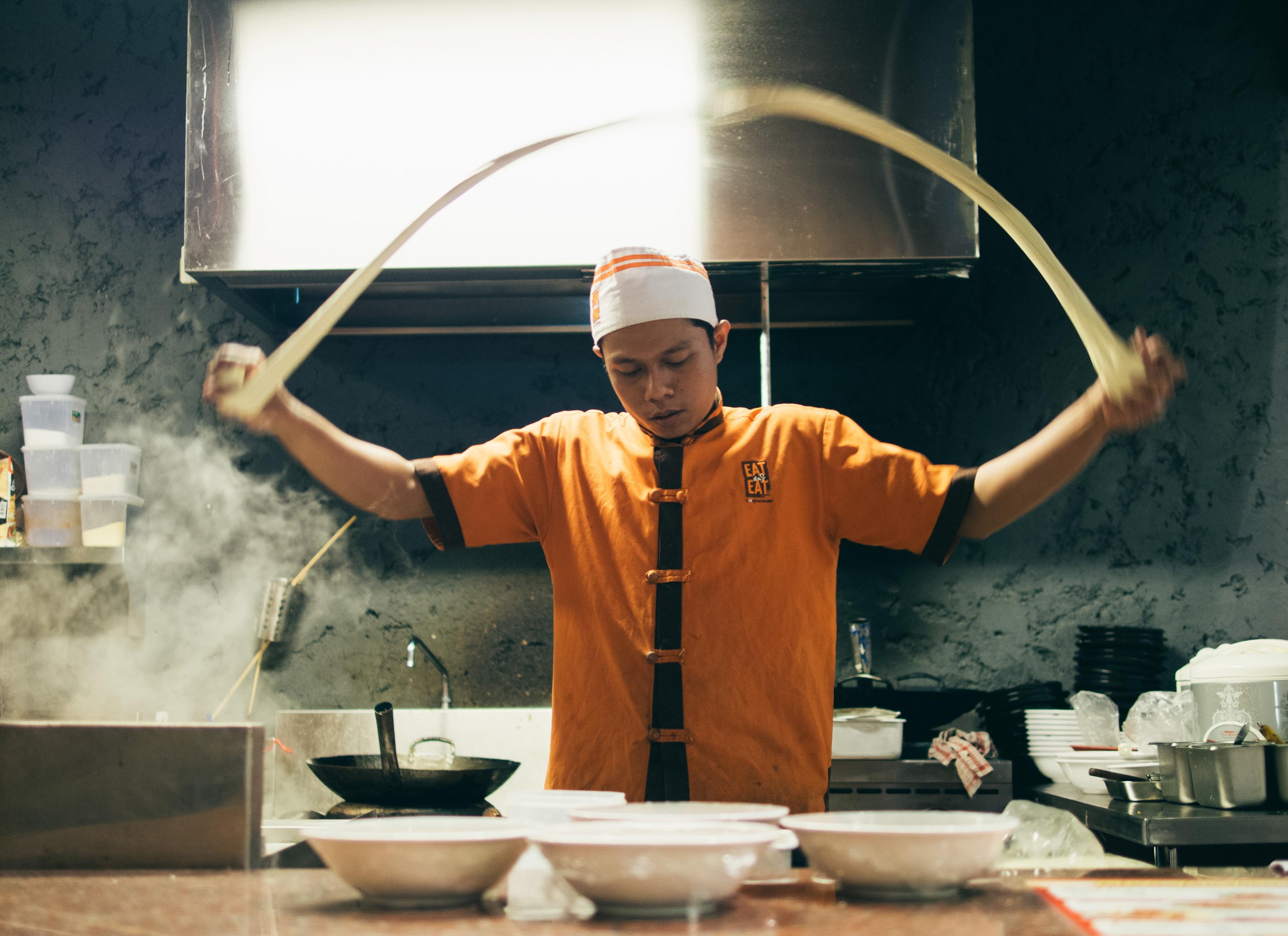 Kerja Orang Dapur Profesional Koki Mi Memasak Merasakan
