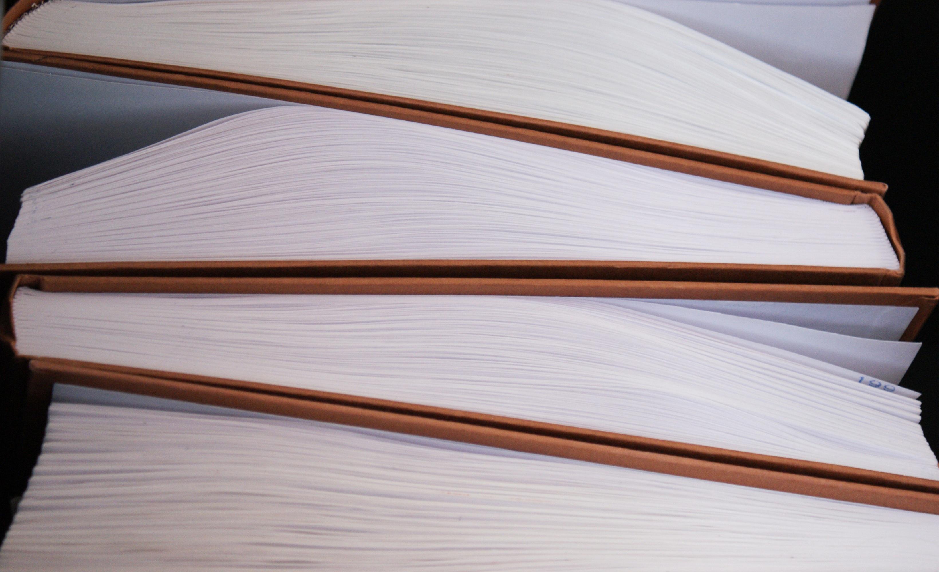 fotos gratis trabajo mesa leer ala negocio mueble papel diseo de interiores pginas libros noticias archivo