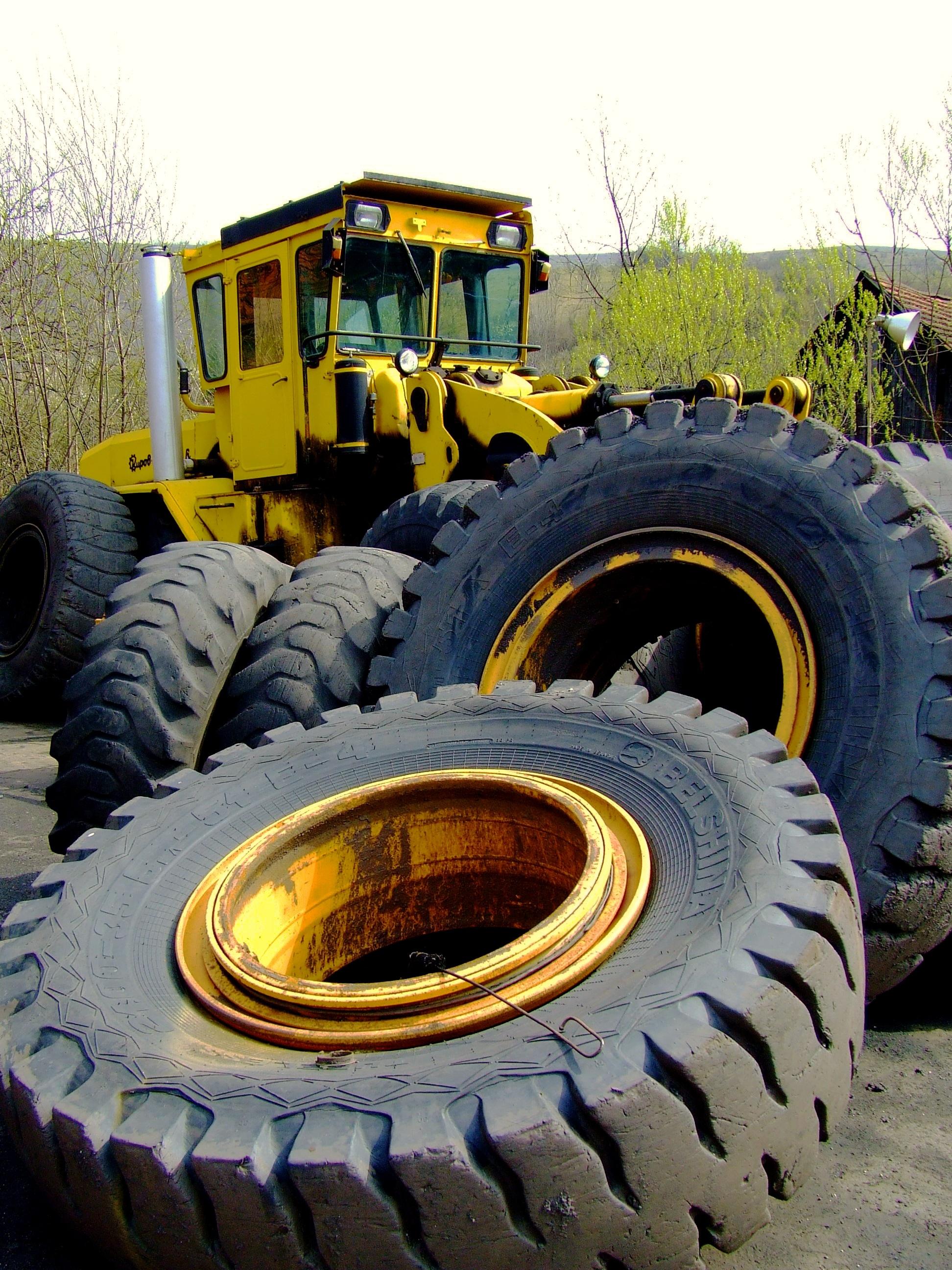 Industriele Wielen Oud.Gratis Afbeeldingen Werk Tractor Wiel Oud Asfalt Voertuig