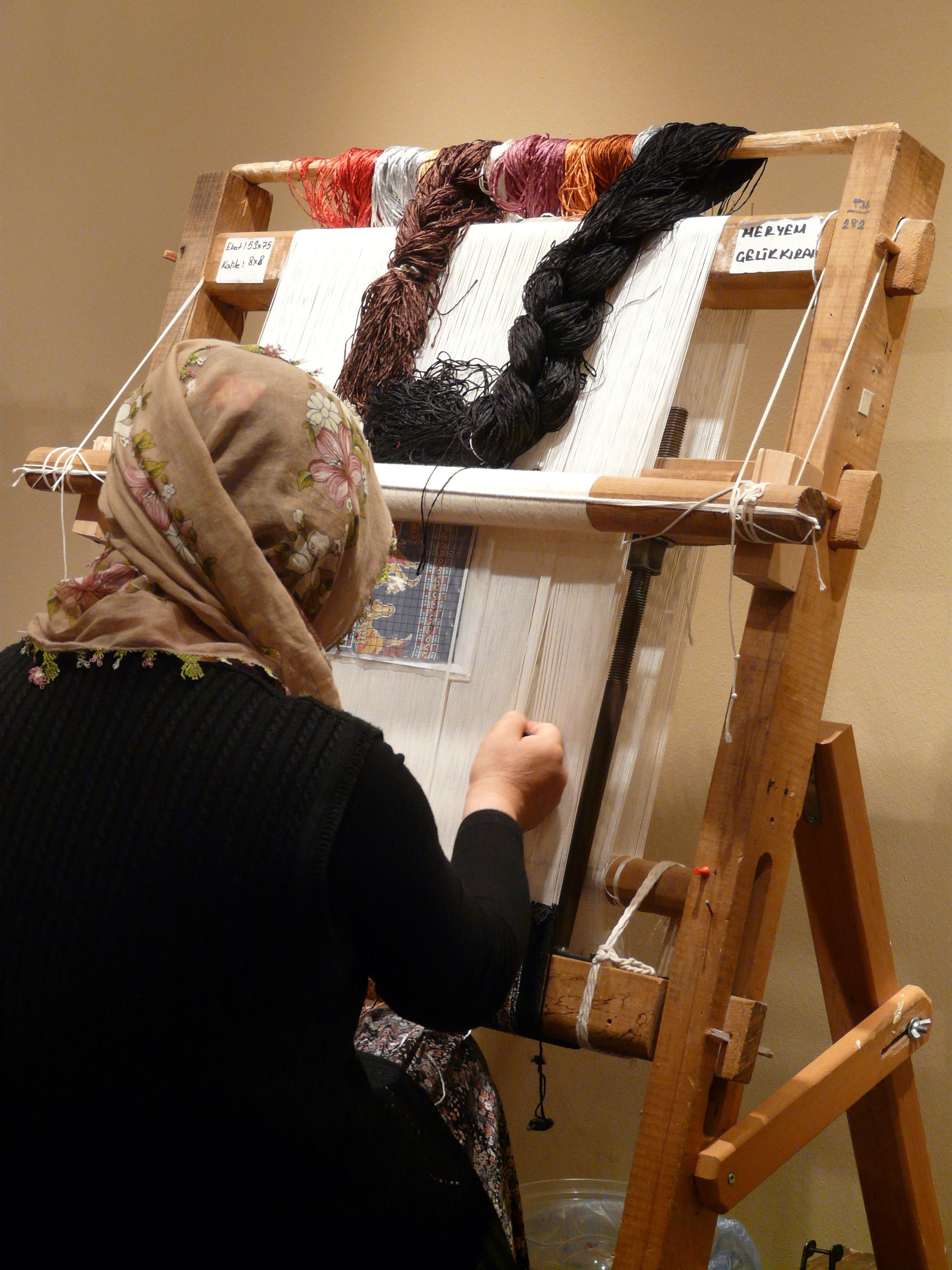 Work Wood Woman Craft Furniture Weave Thread Art Turkey Carpet Cappadocia  Hand Labor Loom Teppichknuepferin
