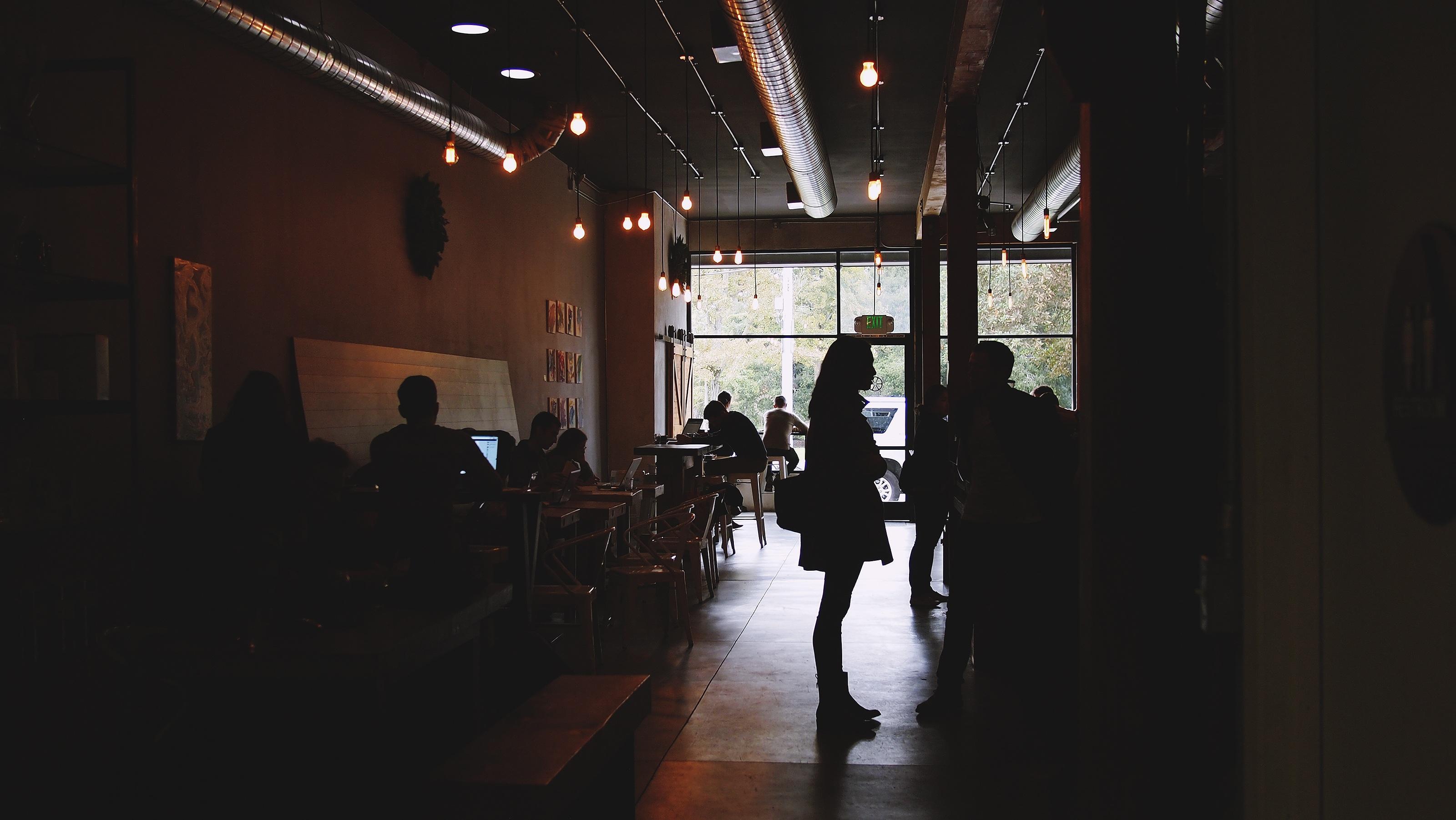 Kostenlose foto : Arbeiten, Cafe, Menschen, Nacht-, Dunkelheit ...