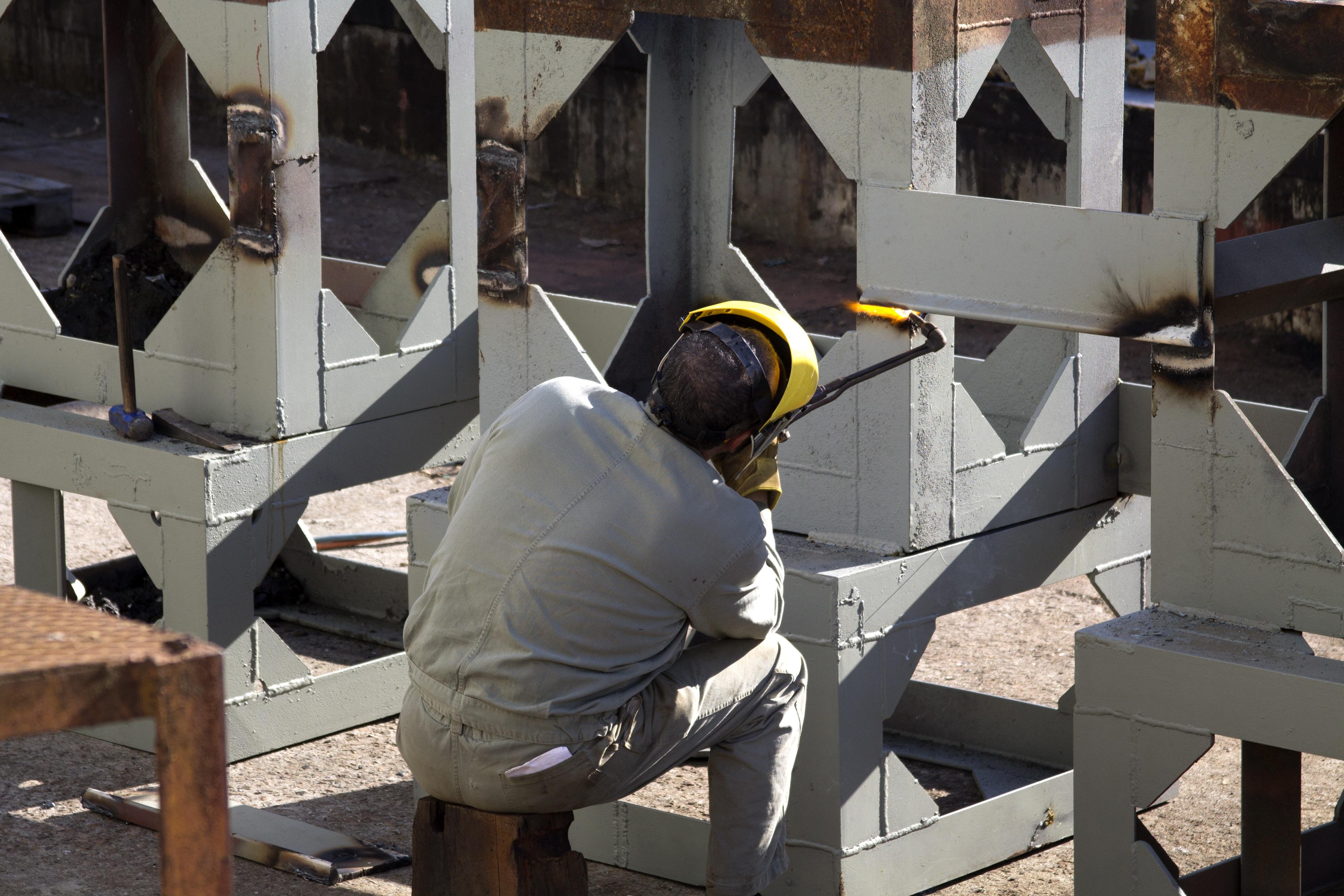 Holz Stehlen kostenlose foto arbeiten holz stehlen bau metall schweißen