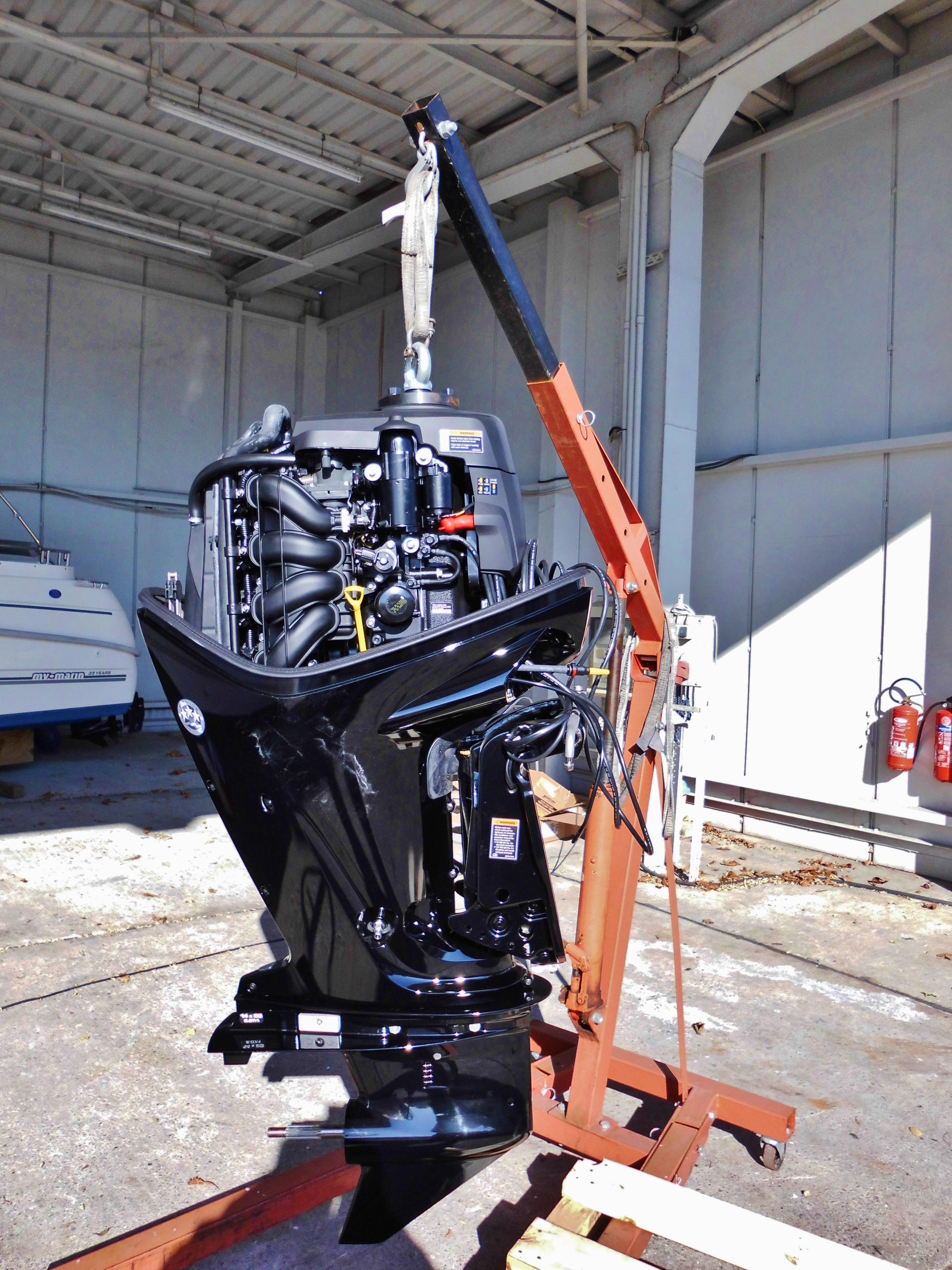 Ilmaisia kuvia ty paja ajoneuvo masto kone veneet for Outboard motor machine shop