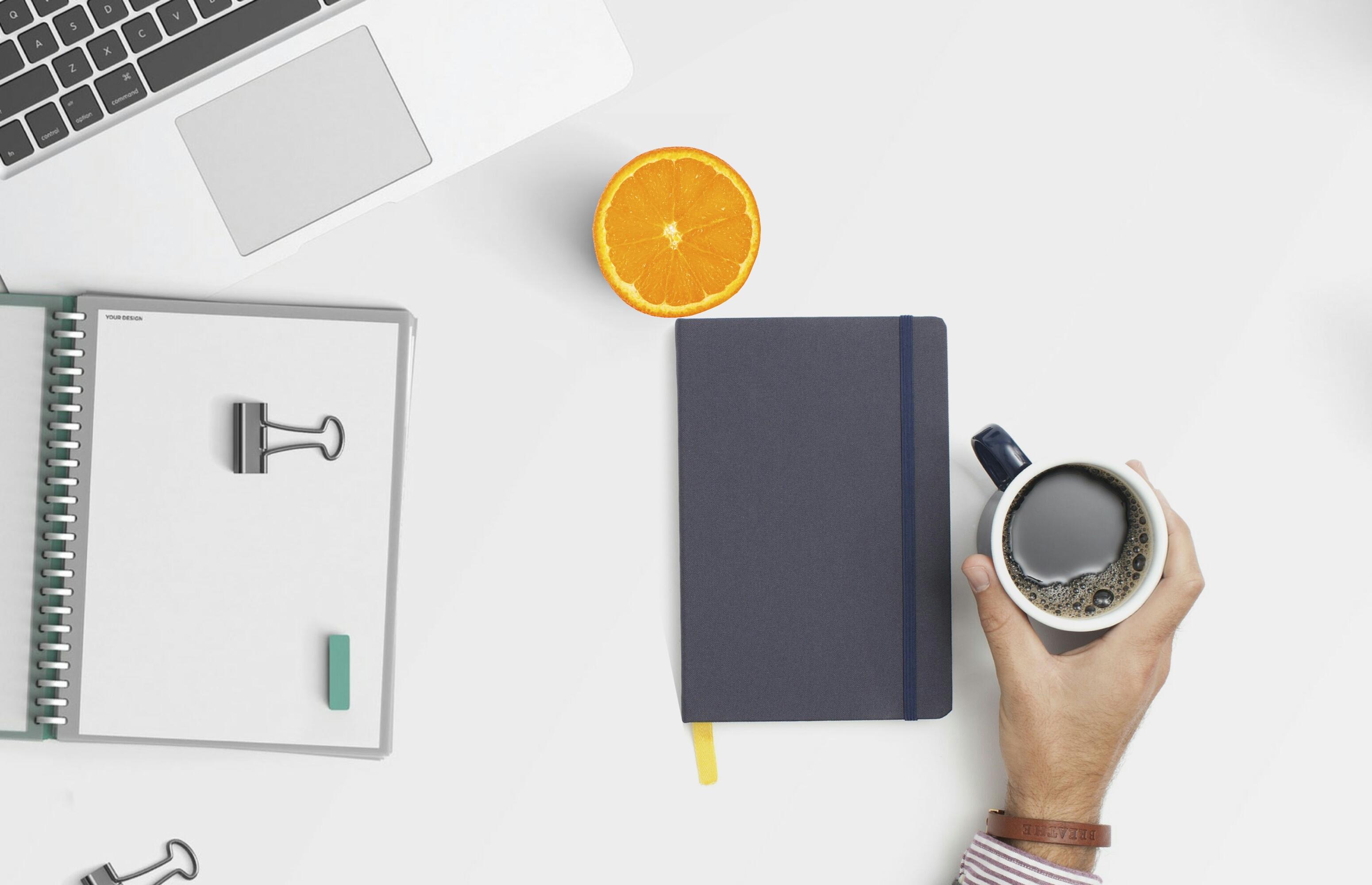 Images gratuites : espace de travail bureau café regarder en bas