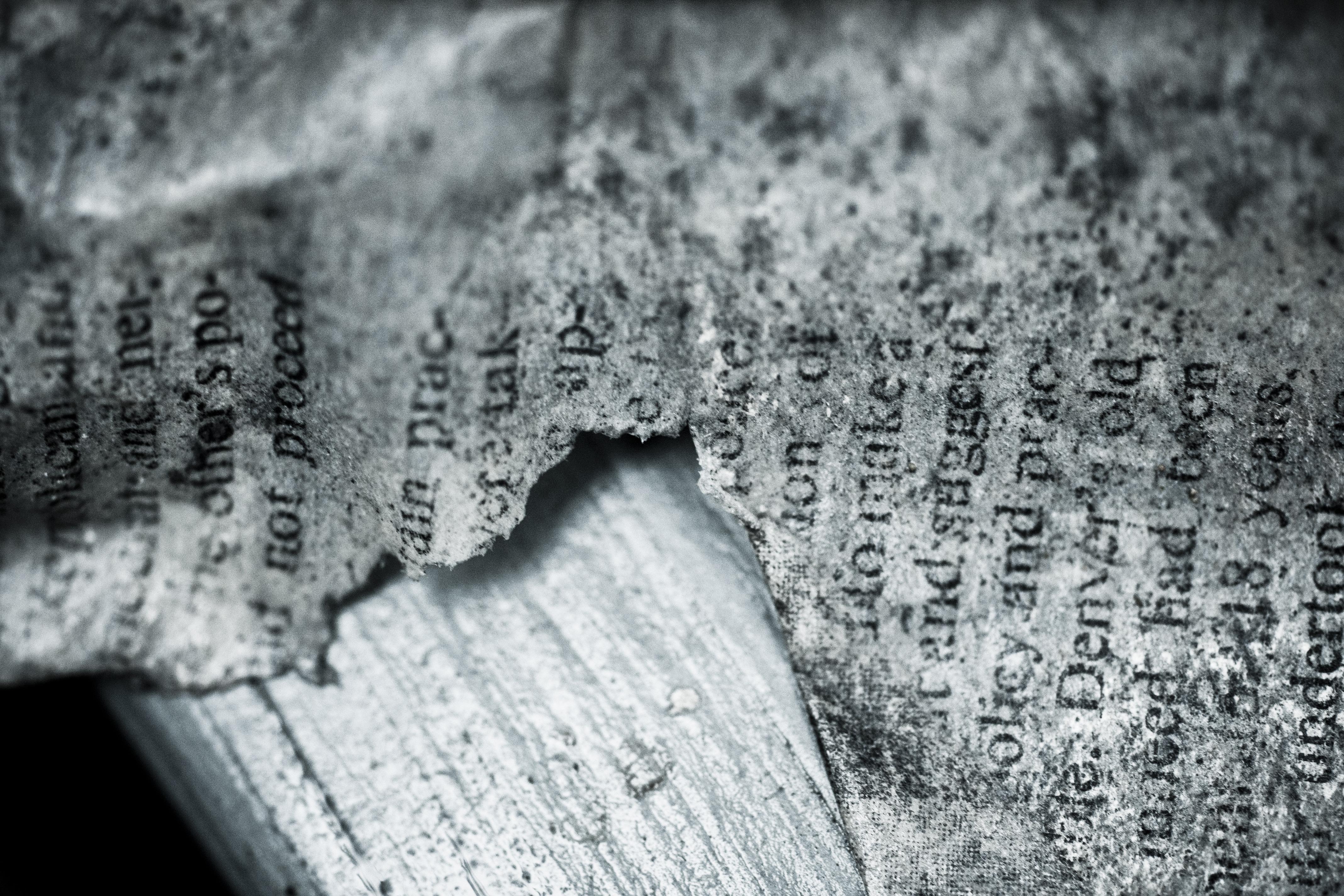 penulisan hitam dan putih Vintage tekstur embun beku tua satu warna kertas sobek dokumen memo tulisan