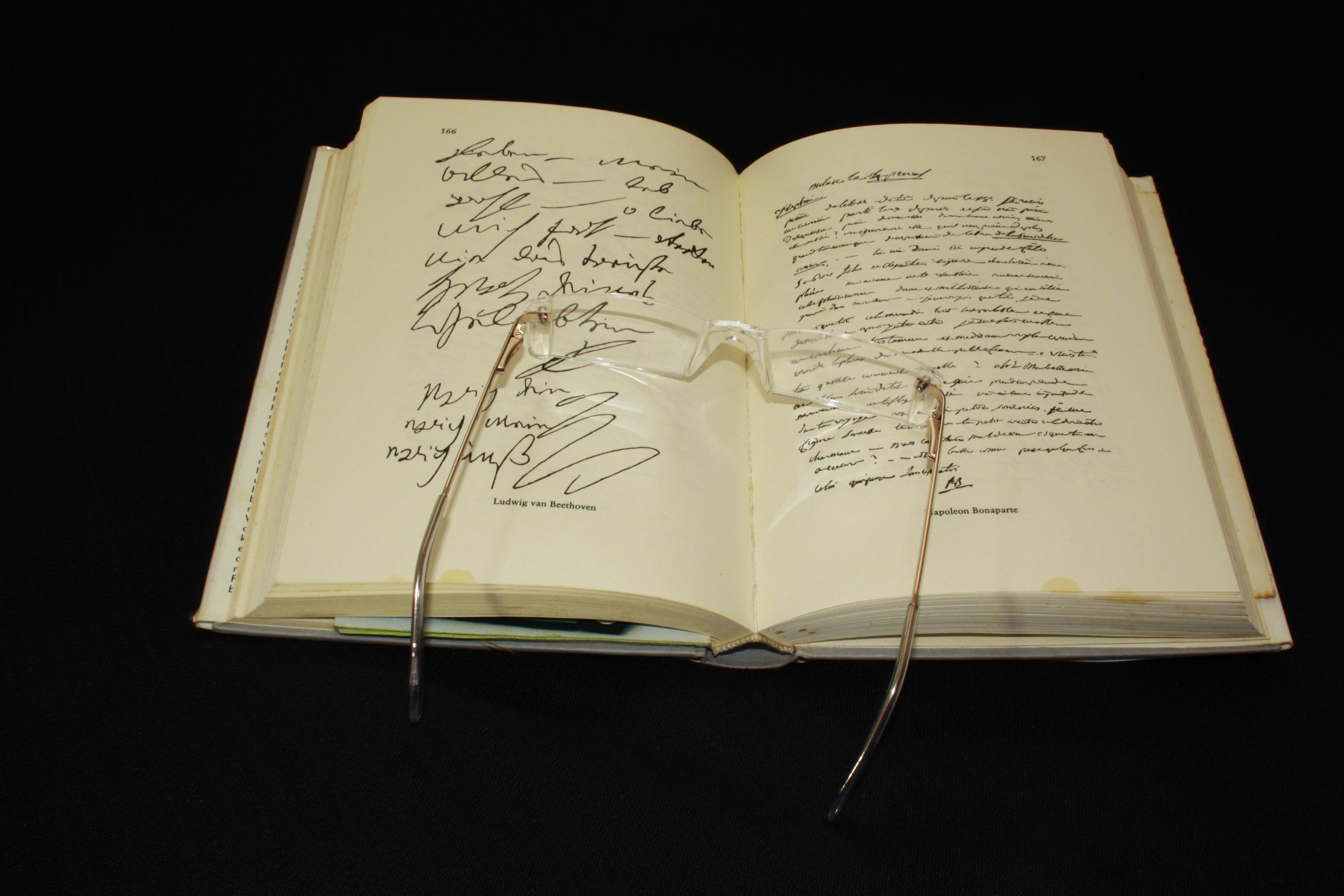 Fotograf Yazi Kitap Okumak Dinlenme Kagit Kutsal Kitap